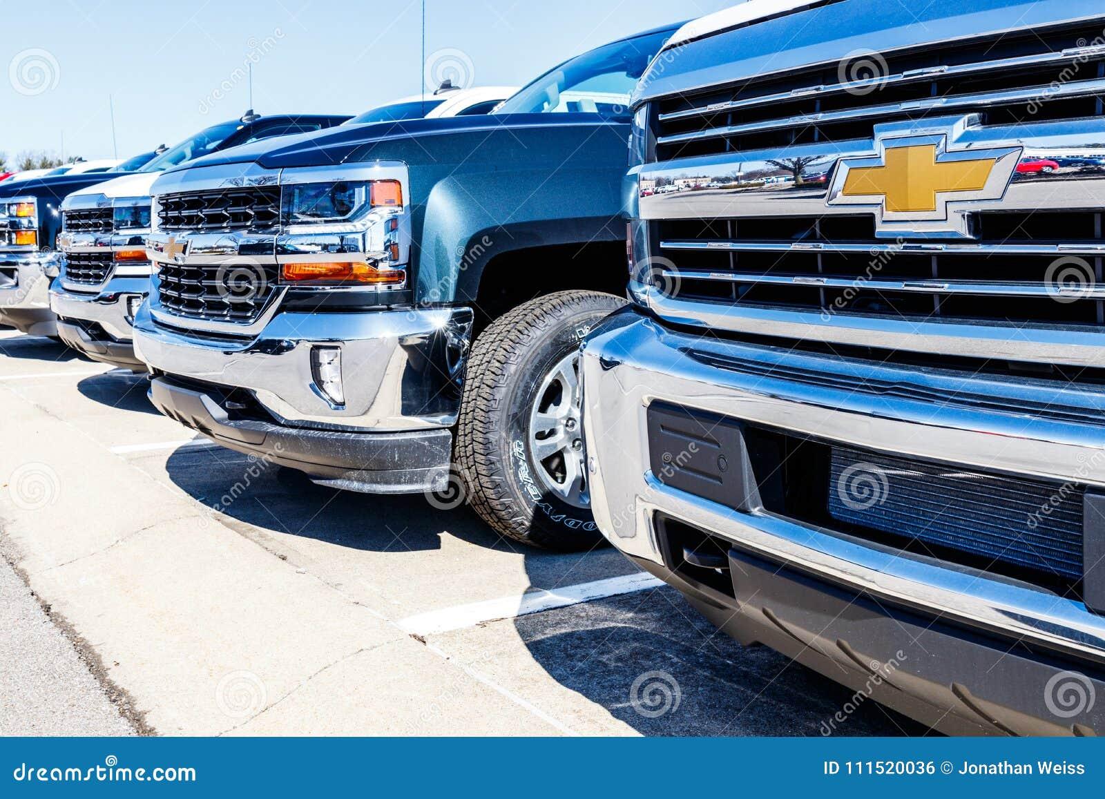 Indianapolis - Circa Maart 2018: Chevrolet-Vrachtwagens In ...