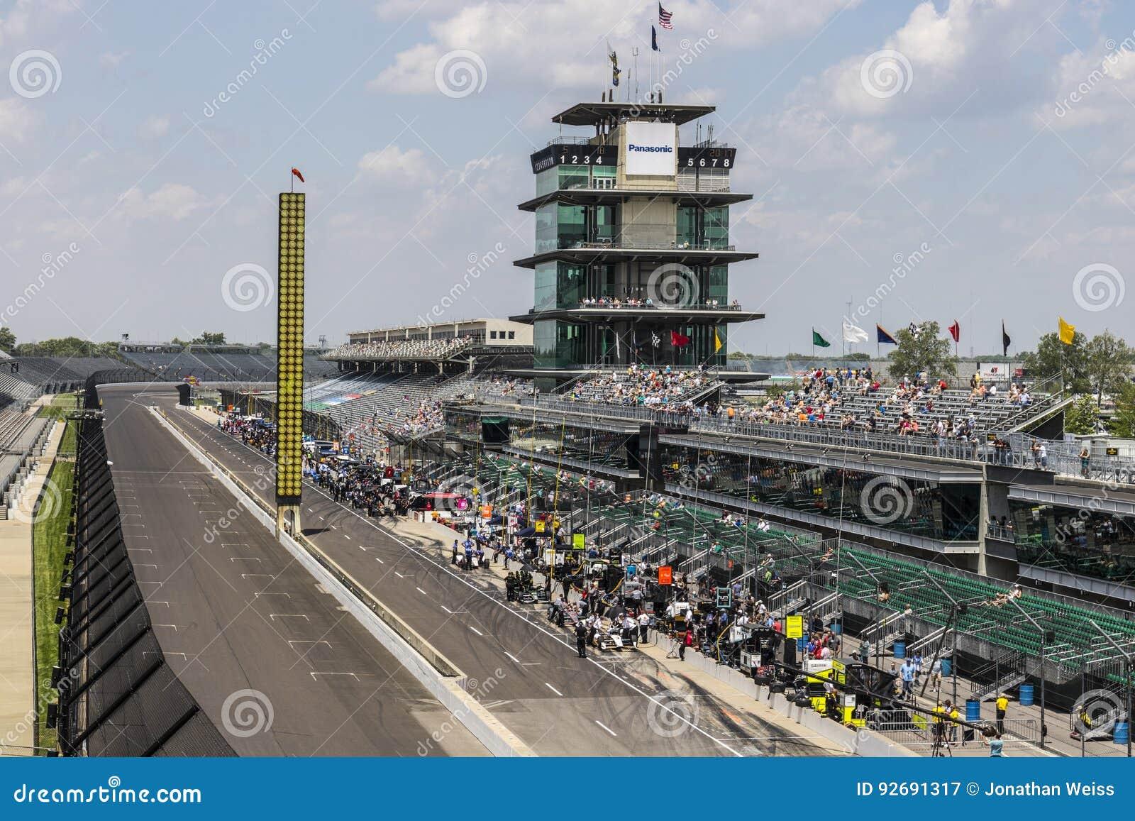 Indianapolis - Circa Maj 2017: Den Panasonic pagoden på Indianapolis Motor Speedway IMS förbereder sig för av den Indy 500 droppe