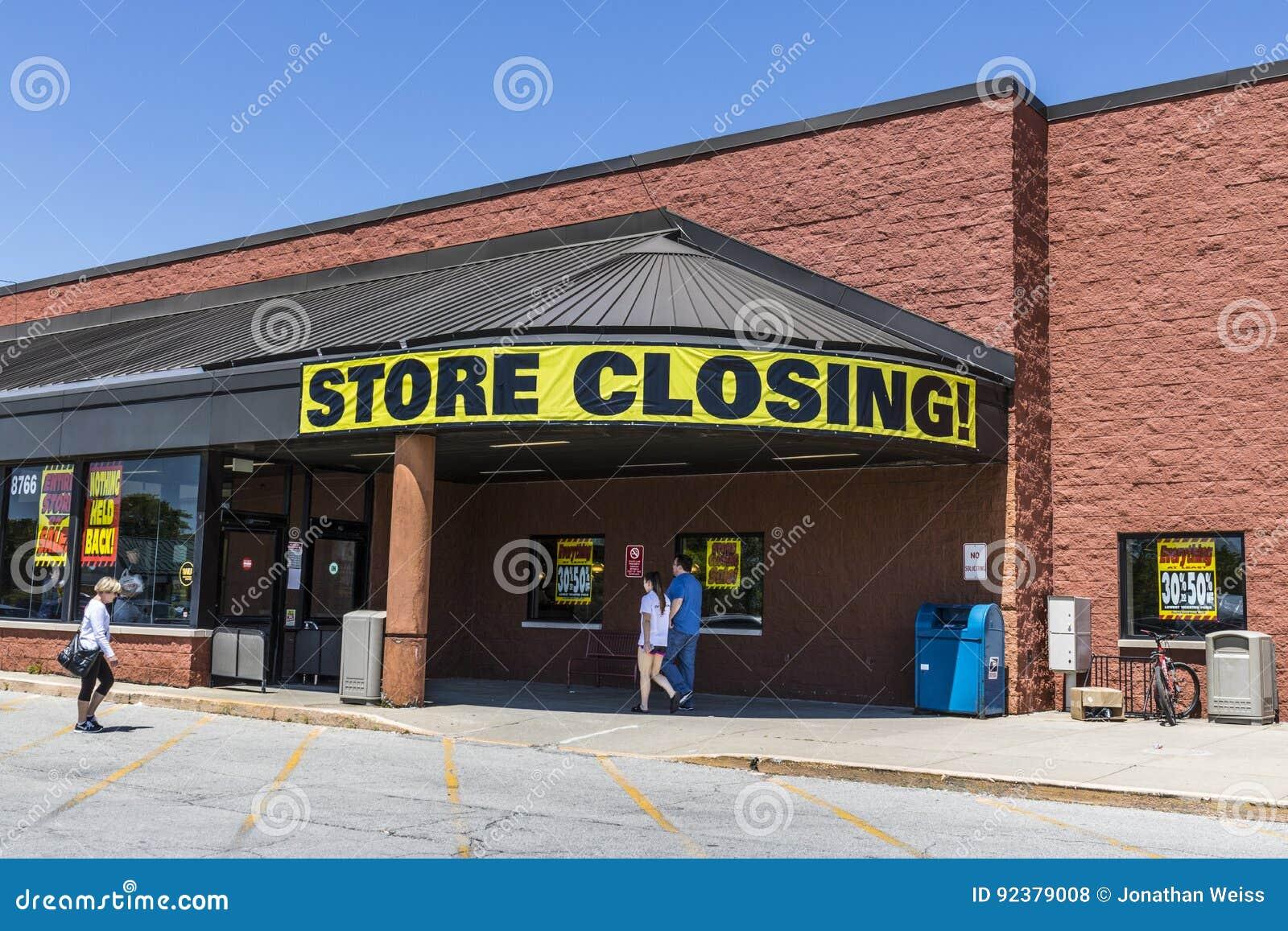 Indianapolis - circa mayo de 2017: Almacene la muestra cerrada en una salida del mercado del ultramarinos del negocio III