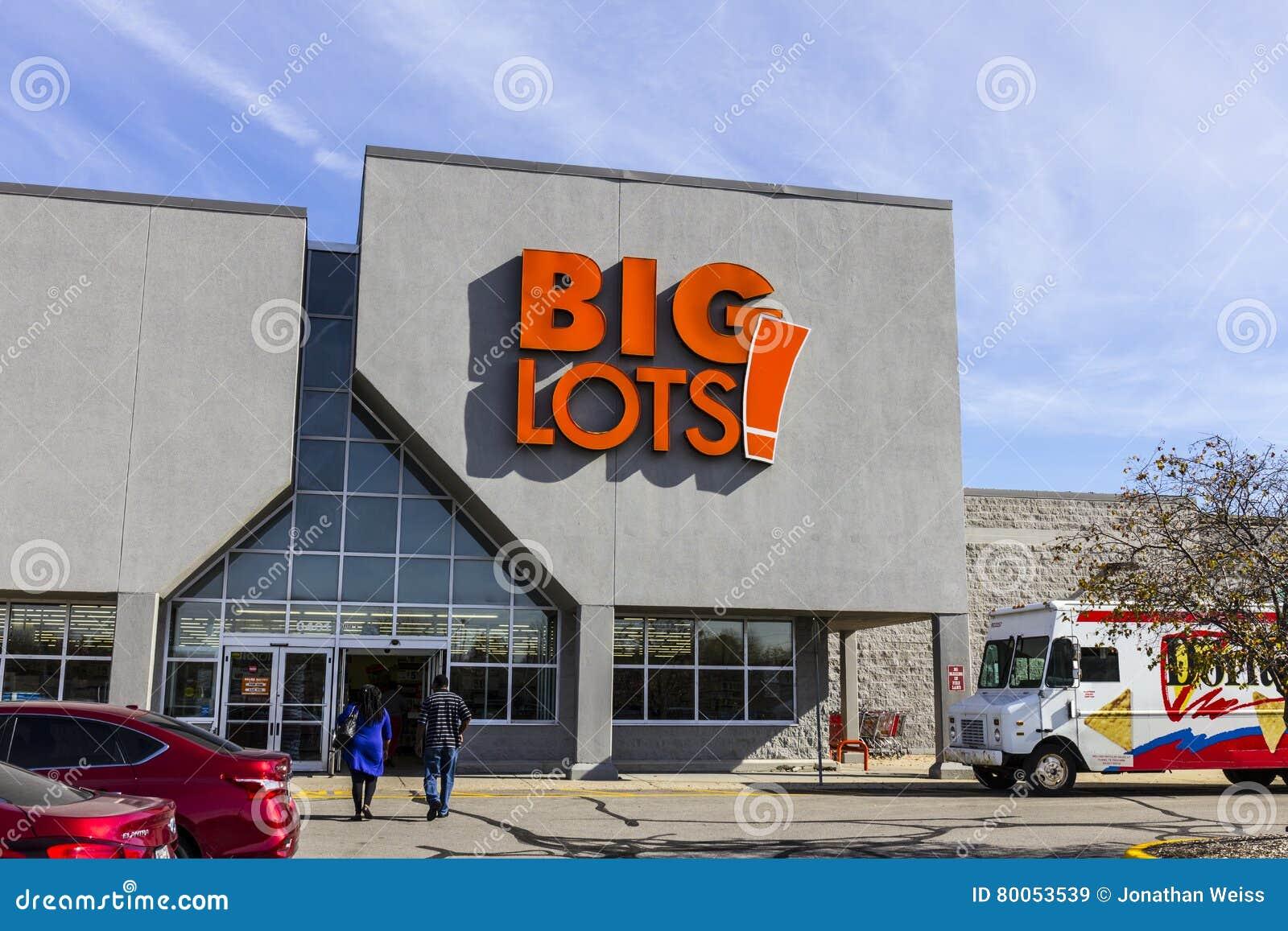 Indianapolis - Circa November 2016: Big Lots Retail Discount Location. Big Lots is a Discount Chain IV