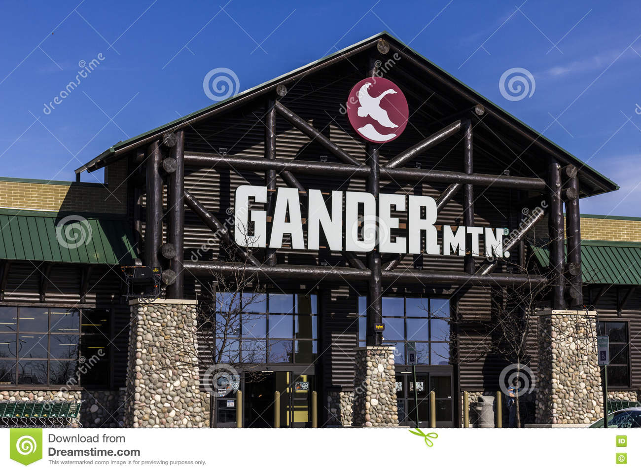 Indianapolis - Circa November 2016: Gander Mountain Retail Strip Mall Location II