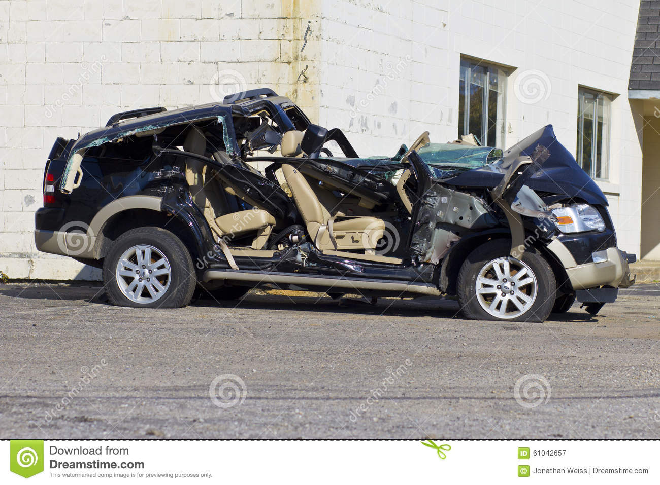 INDIANAPOLIS - CIRCA OCTOBER 2015: Totaled SUV Automobile After Drunk Driving Accident I