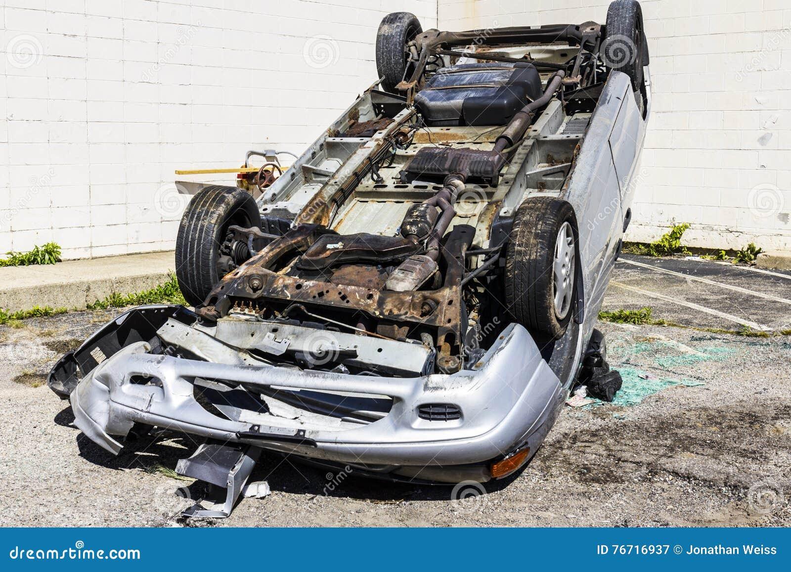 Indianapolis - Circa September 2016: Räknad samman SUV bil efter rattfylleriolycka II