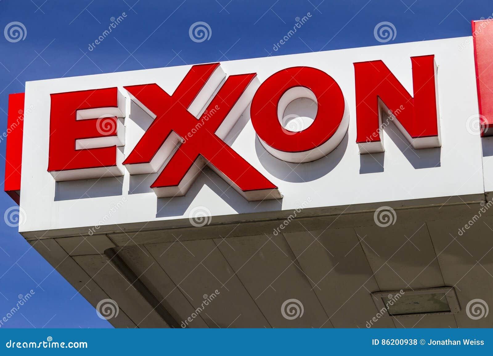 Indianapolis - vers en février 2017 : Exxon Retail Gas Location ExxonMobil est compagnie de pétrole et de gaz du ` s du monde la