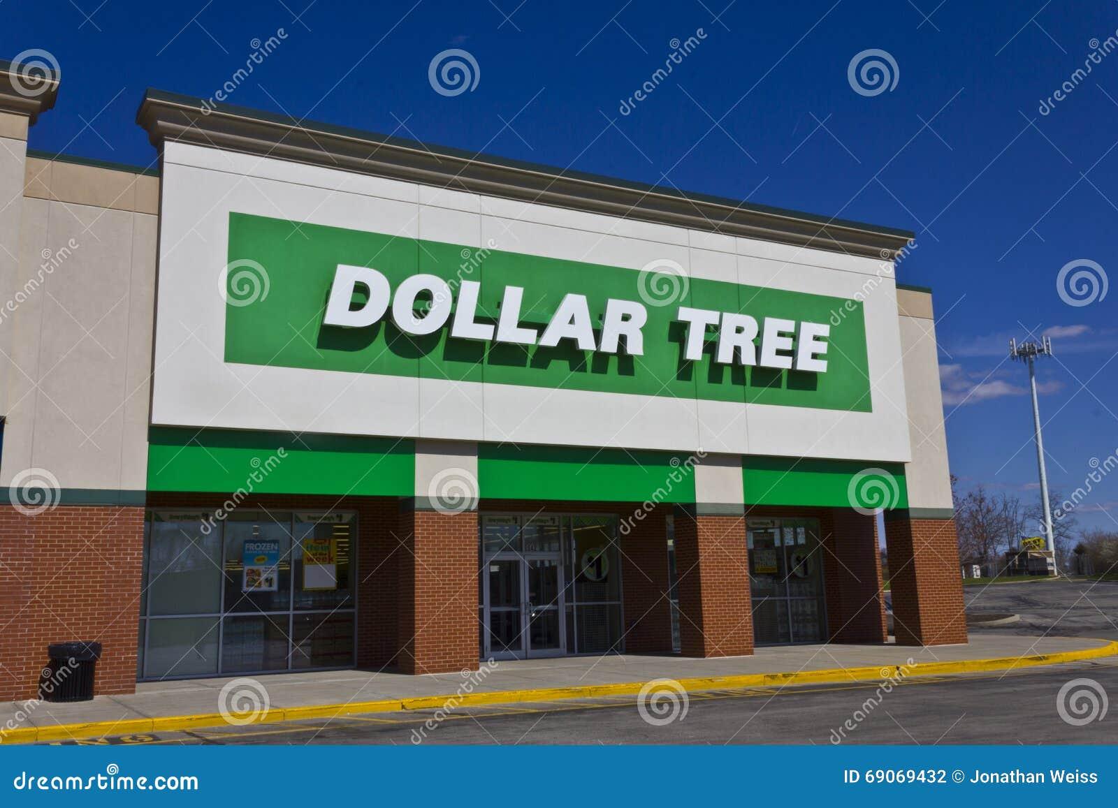 Indianapolis - vers en mars 2016 : Magasin discount I d arbre du dollar
