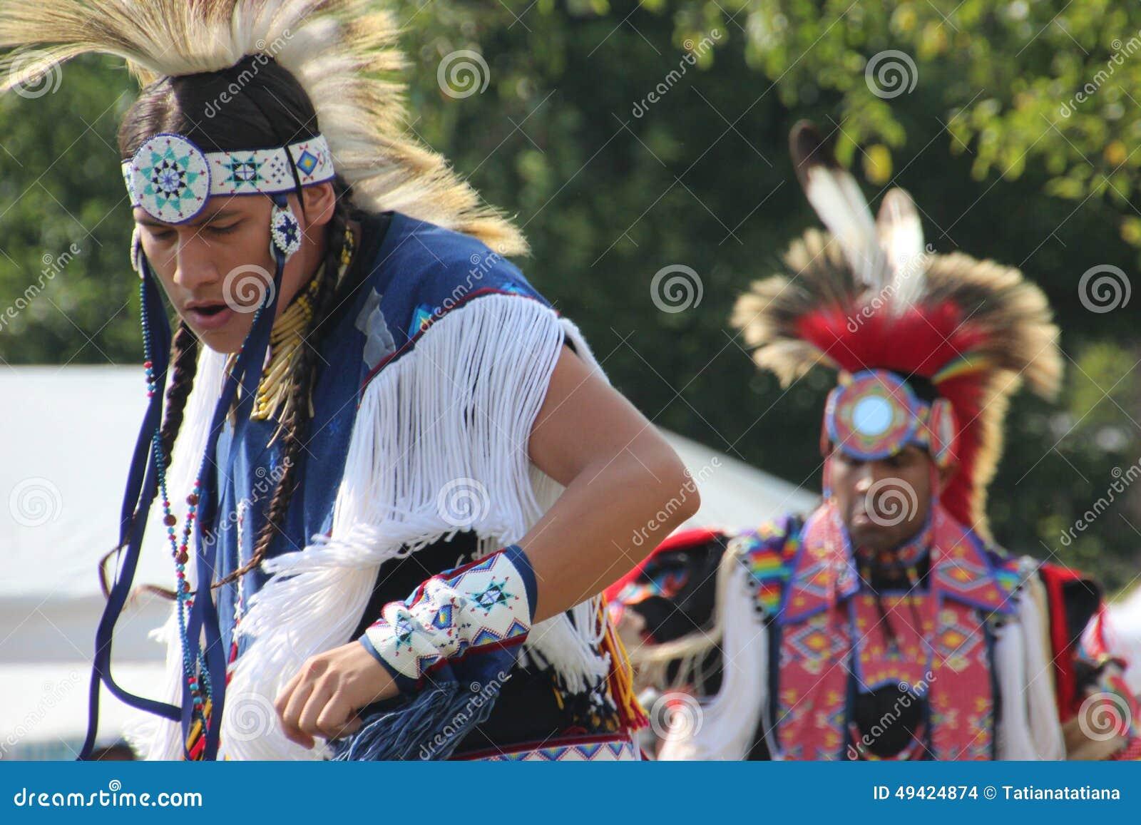 Indiandansare på pow-överraskar