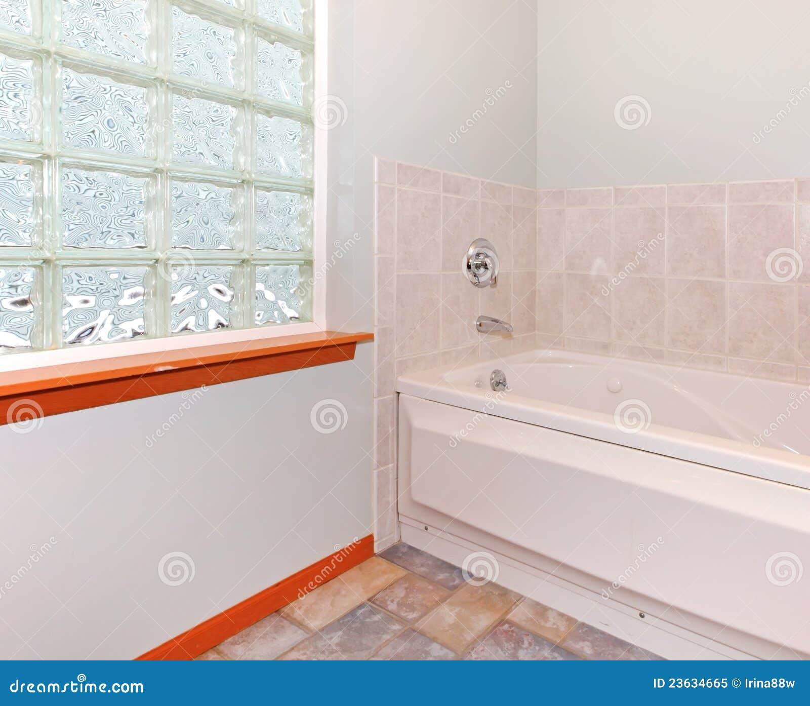 Canto novo do banheiro com o indicador e a cuba do bloco de vidro com  #B73B14 1300x1149 Banheiro Cuba Vidro