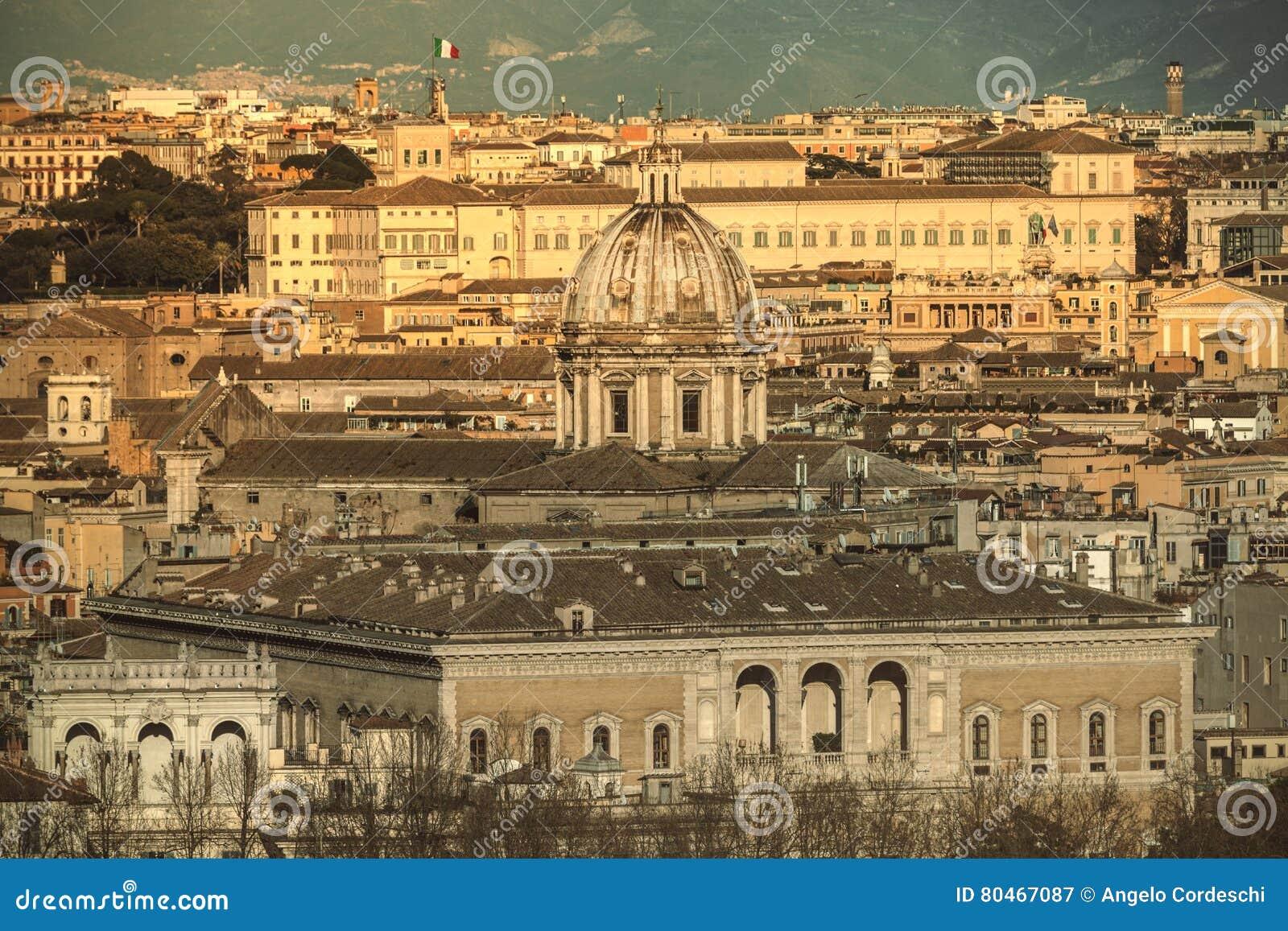 Indicadores velhos bonitos em Roma (Italy)