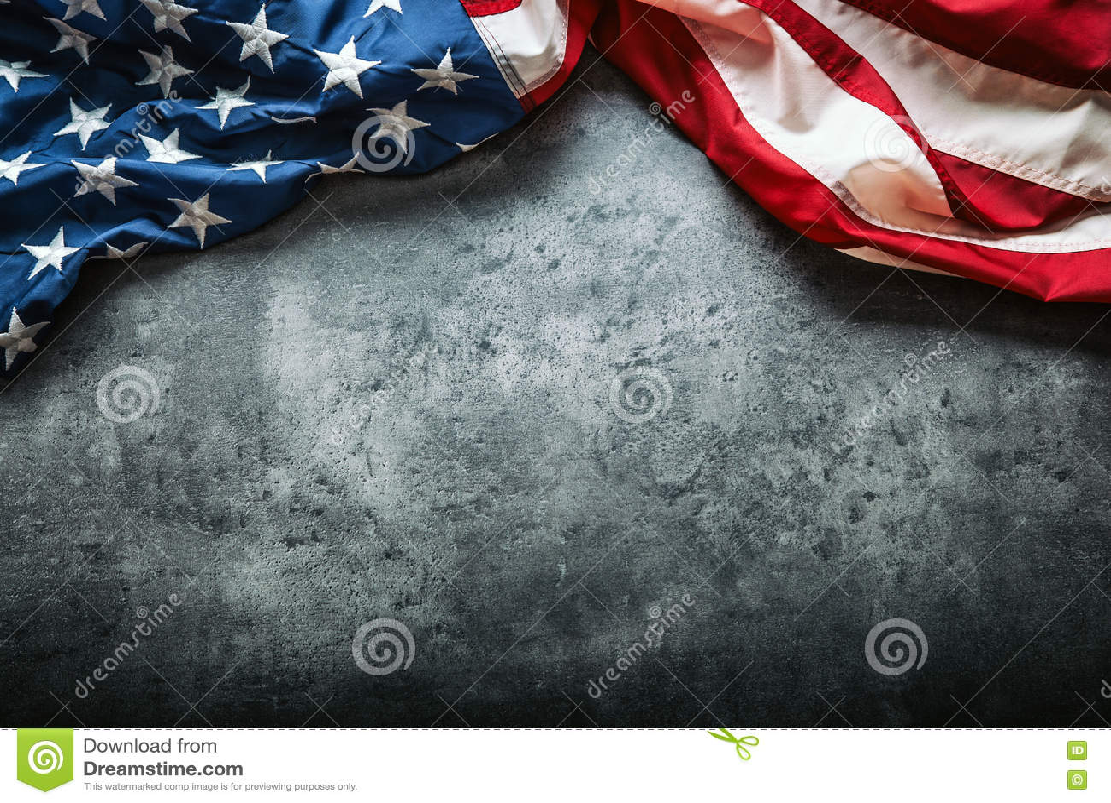 Indicateur des Etats-Unis Amerikanische Flagge Amerikanische Flagge, die frei auf konkretem Hintergrund liegt Sehen Sie mehr ital