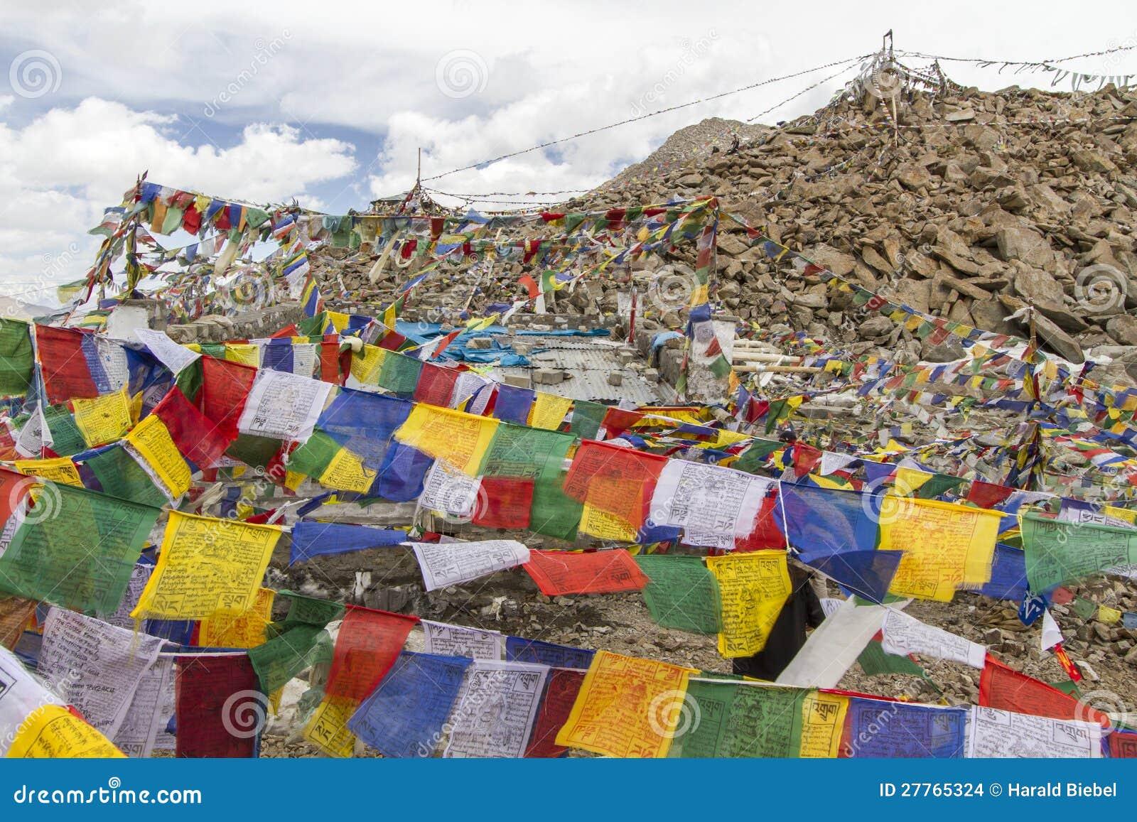 Indicateurs tibétains de prière dans Ladakh, Inde
