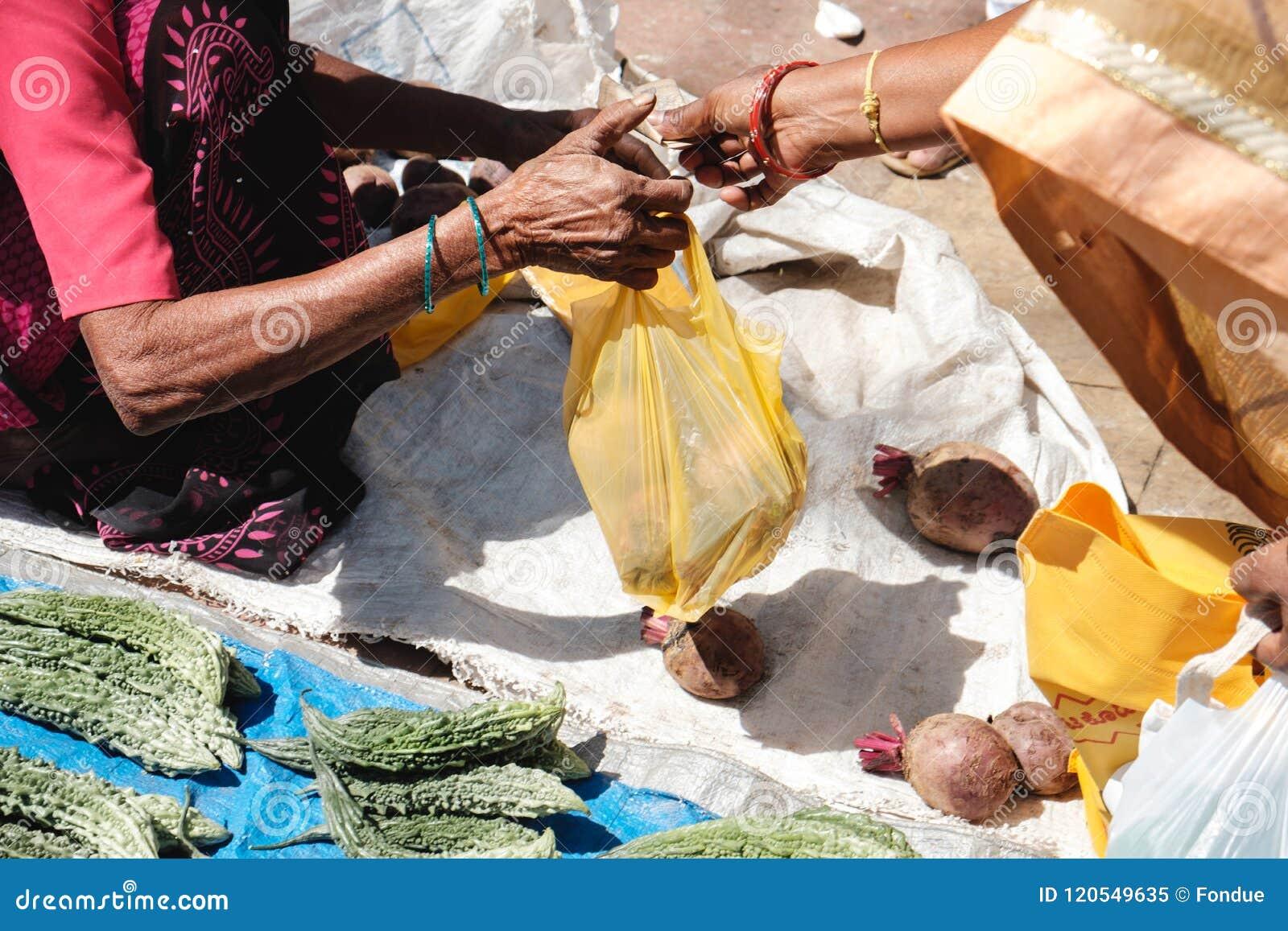 Indien Indische Leute Kaufen Und Verkaufen Obst Und Gemüse Auf Markt