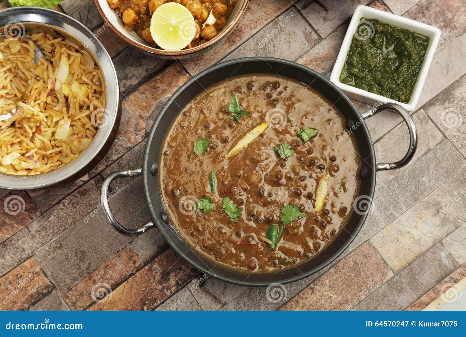 Indier Dal Makhani med Pulav eller grönsaken Pulao och Chana Masal