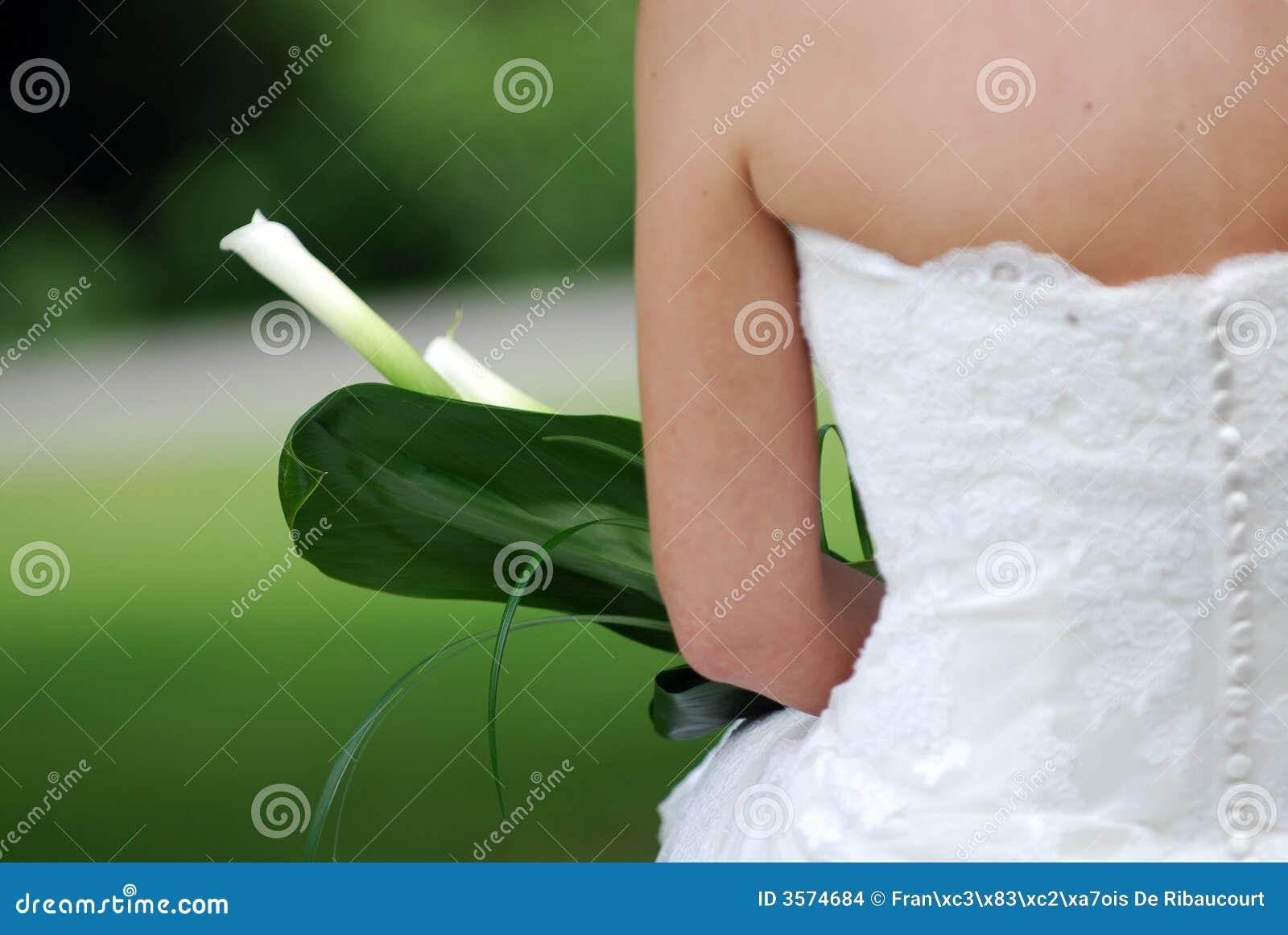 Indietro del vestito da cerimonia nuziale