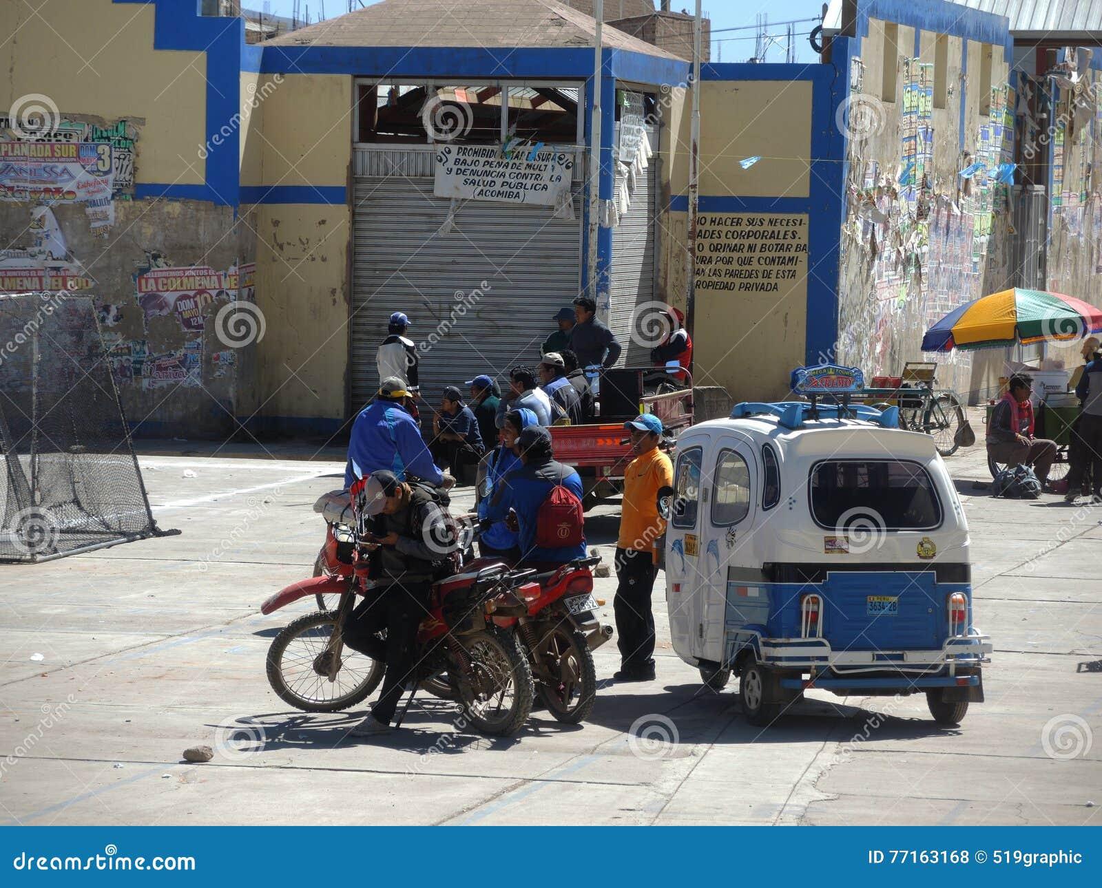 Indigènes dans la rue, Juliaca, Pérou