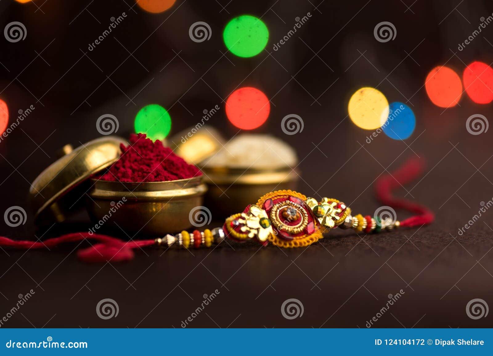 Indisch festival: Raksha Bandhan Een traditionele Indische manchet die een symbool van liefde tussen Broers en Zusters is