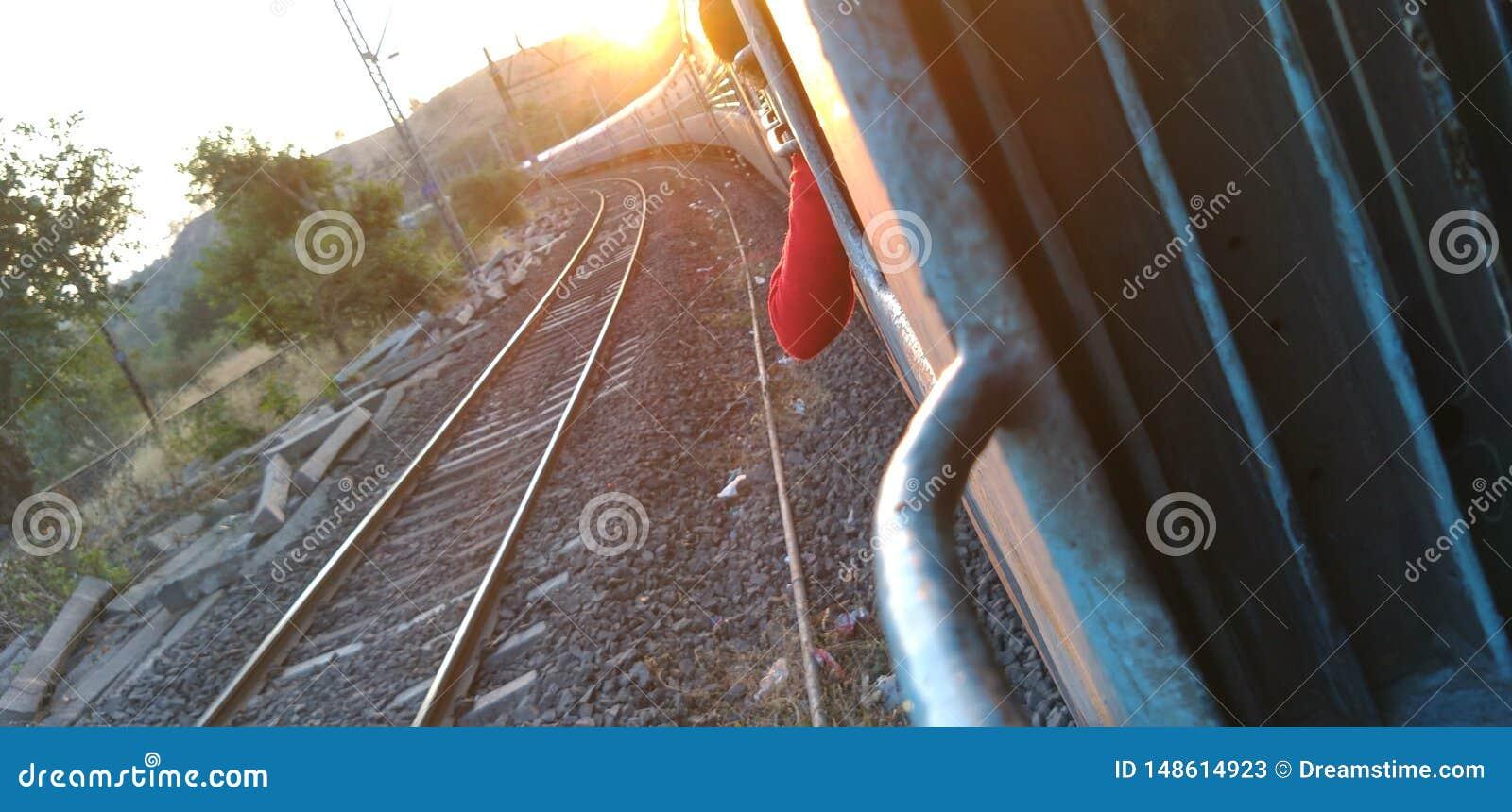 Indische Eisenbahn des Sonnenuntergangs