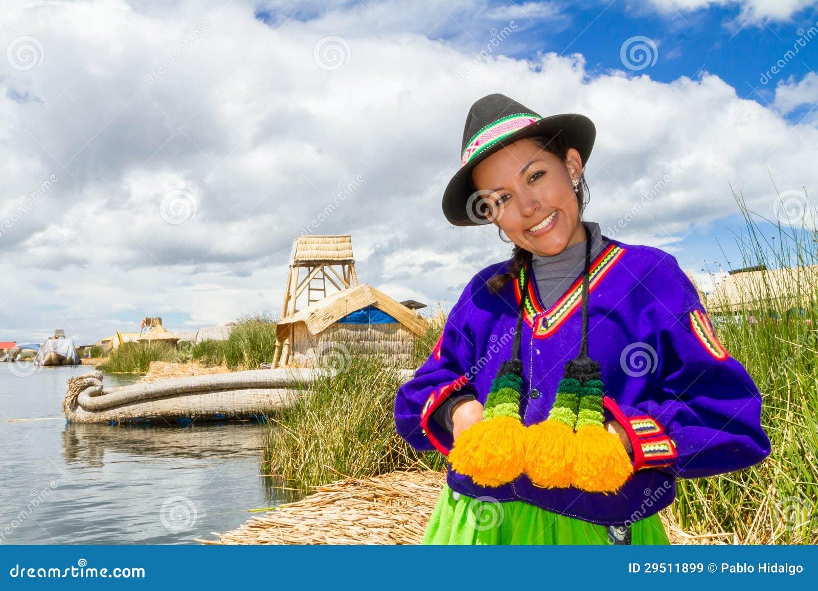 Indische vrouw in Peru bij meer Titicaca