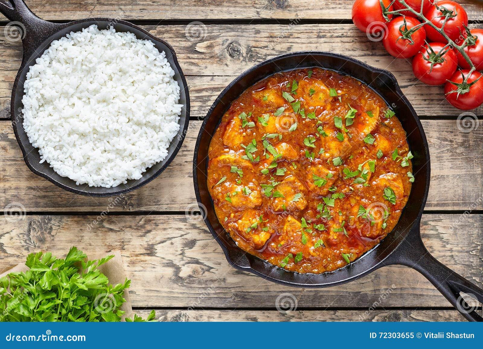 Indisk mat för traditionellt kött för tikkamasalahöna kryddigt med ris