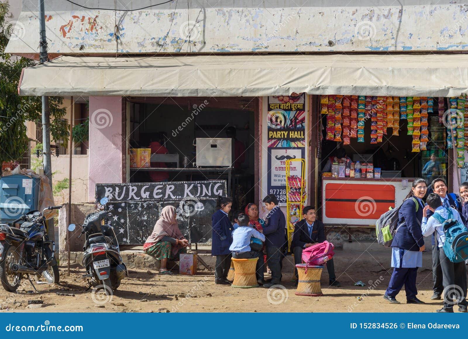 Indisk restaurang för snabbmat för lokalBuger konung i Ajmer india