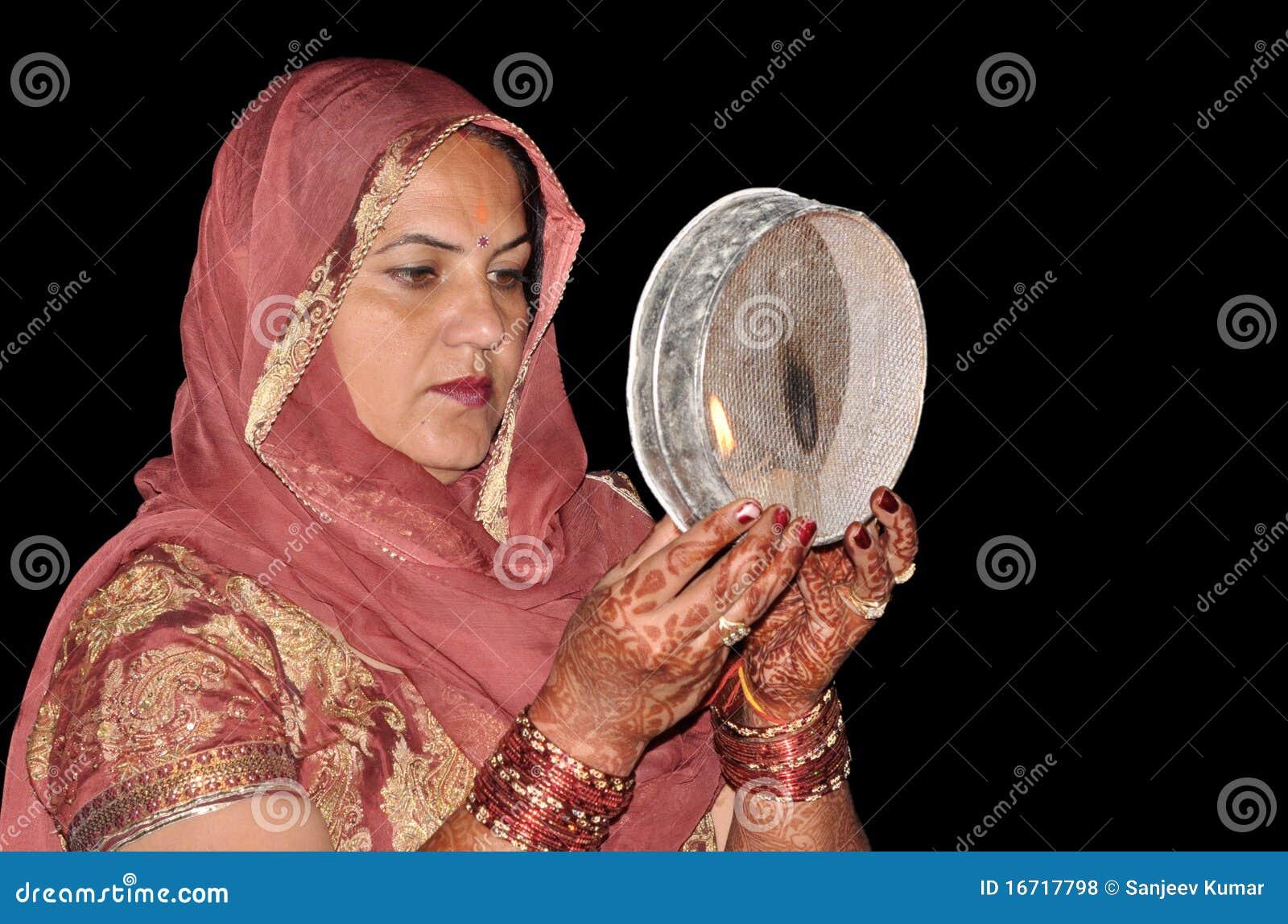 Indiska rena traditionella kvinnor