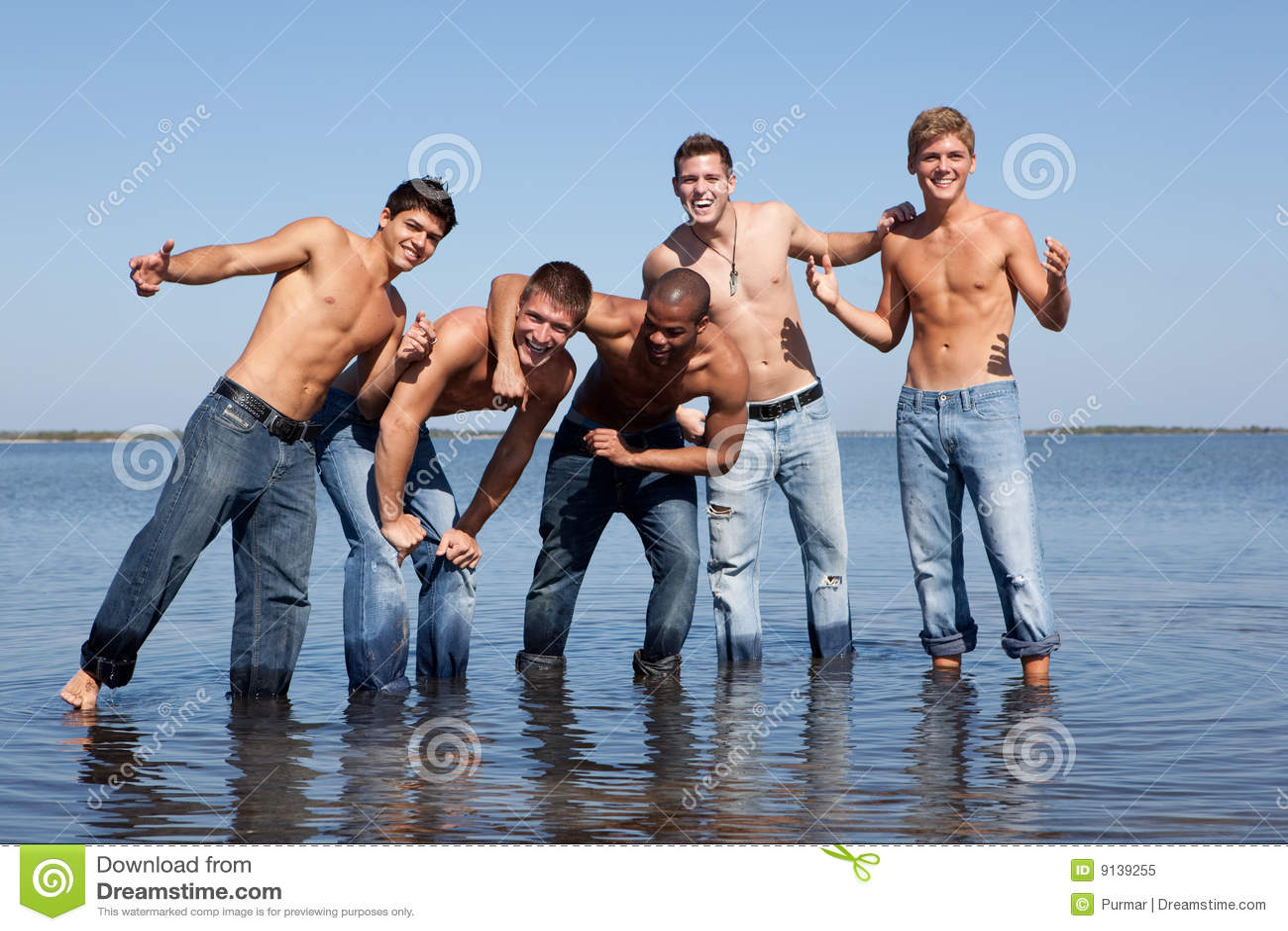 Indivíduos na praia
