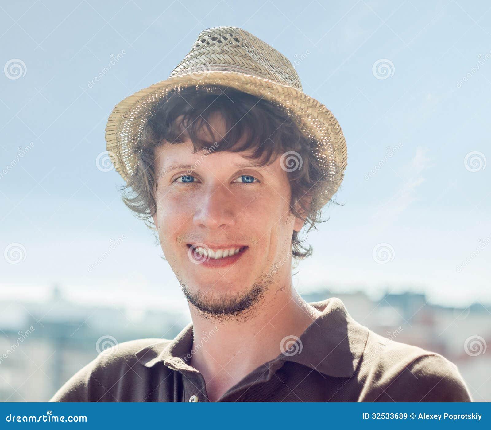 Individuo fresco del inconformista en el sombrero