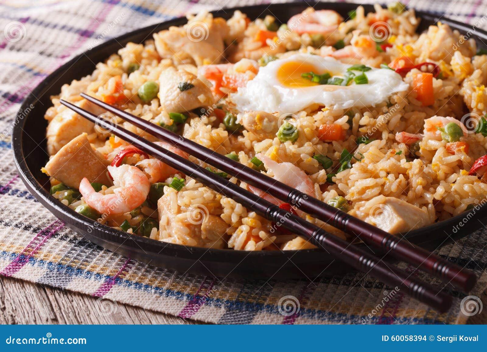indonesische küche: nasi goreng mit huhn, garnele und vegetab ... - Indonesien Küche