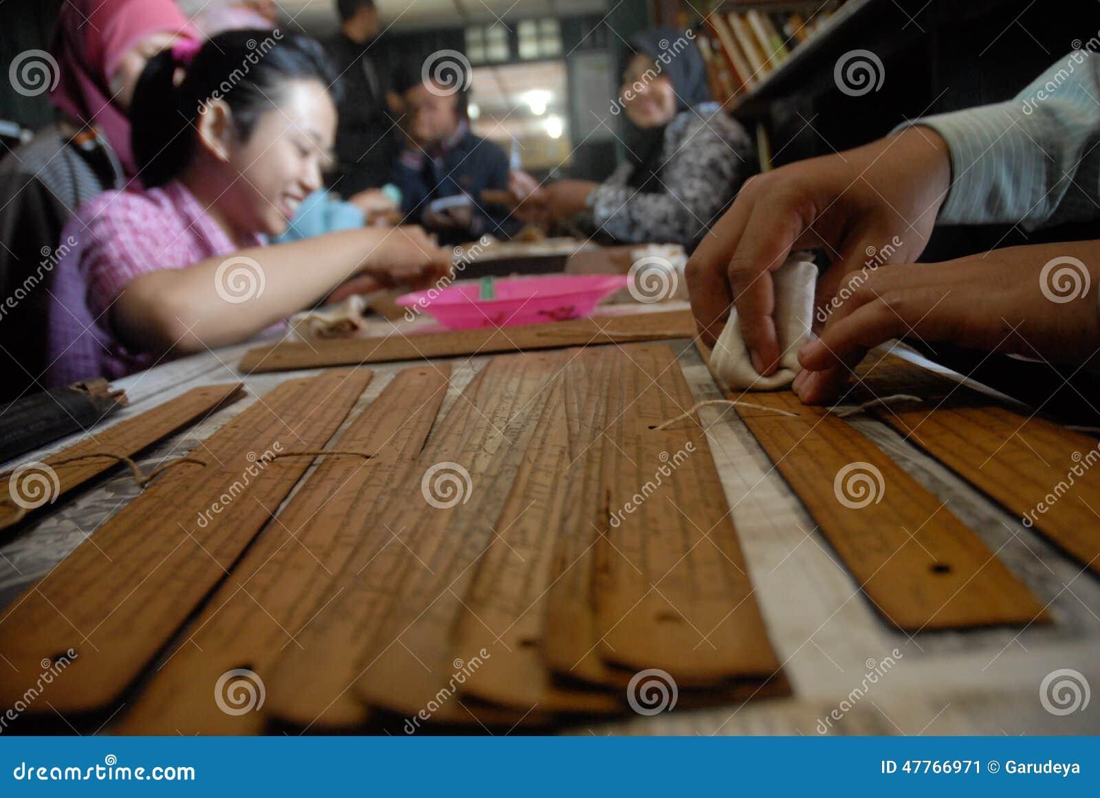 INDONEZJA POTRZEBUJE DYPLOMOWANEGO nauczyciela