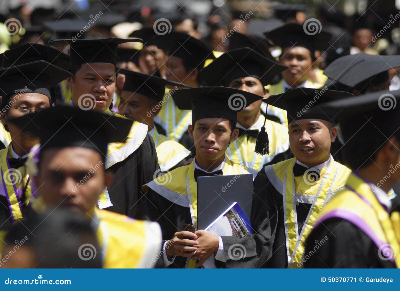 INDONEZJA POTRZEBUJE WIĘCEJ doktoratów wykładowców