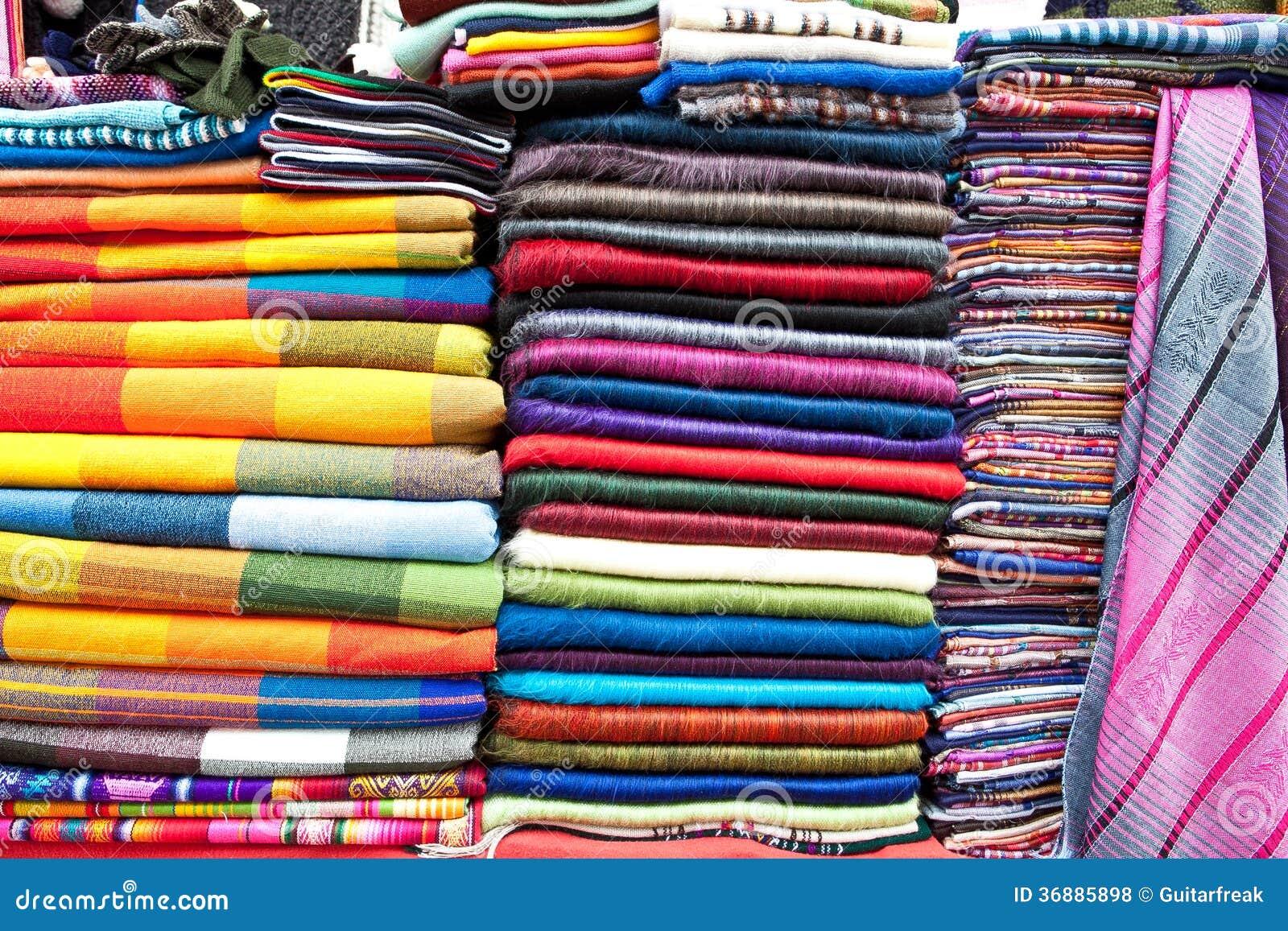 Download Indumenti Variopinti Da Vendere Fotografia Stock - Immagine di ecuador, sciarpa: 36885898