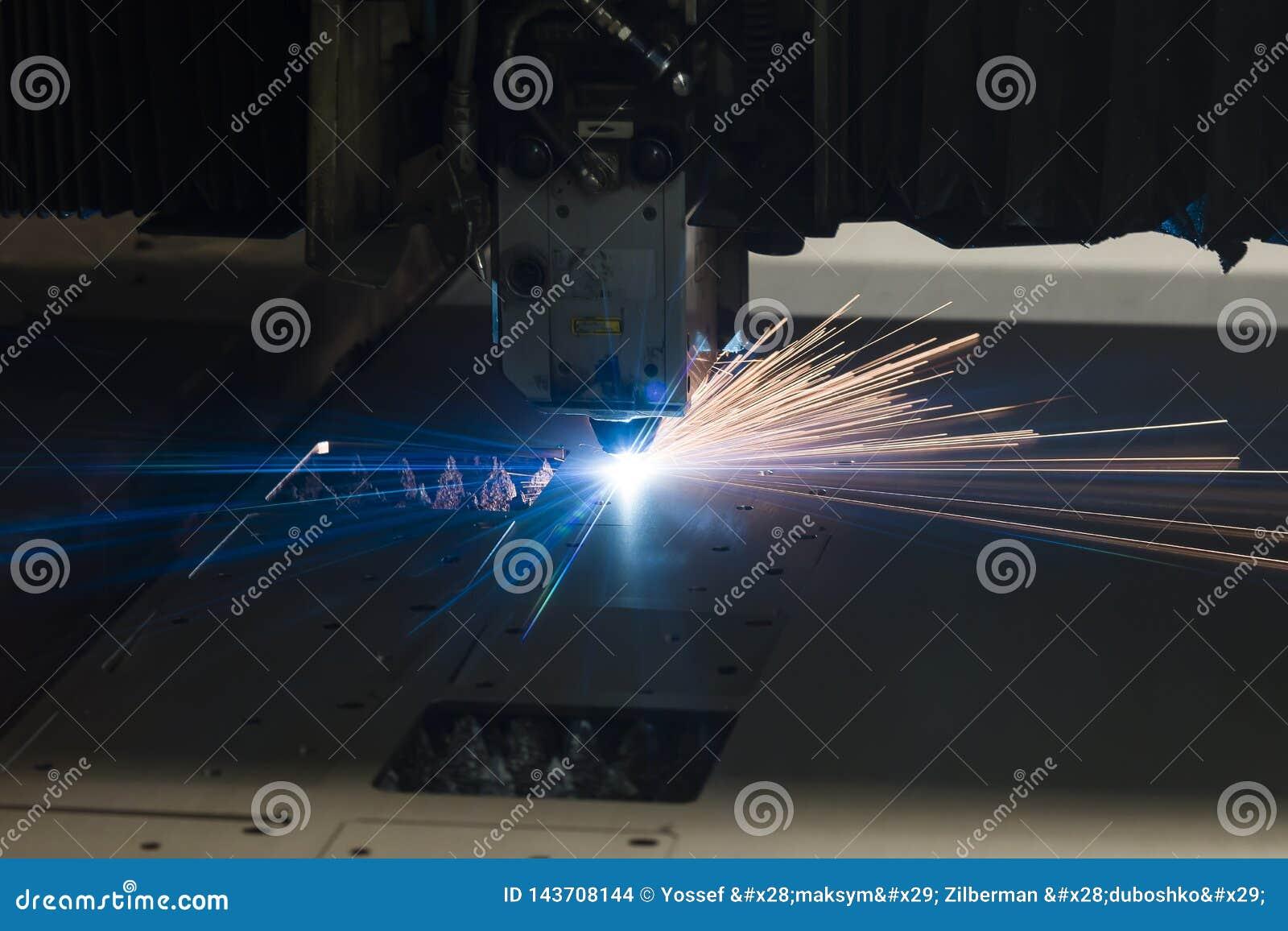 Industriële de vervaardigingstechnologie van de laser scherpe verwerking van het staalmateriaal van het vlak bladmetaal met vonke
