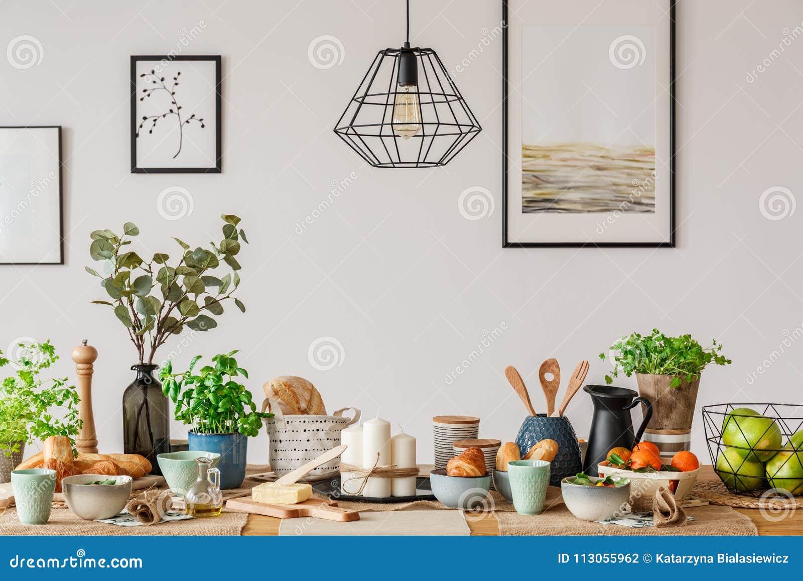 Industriele Lamp Boven Eettafel Stock Foto Afbeelding Bestaande