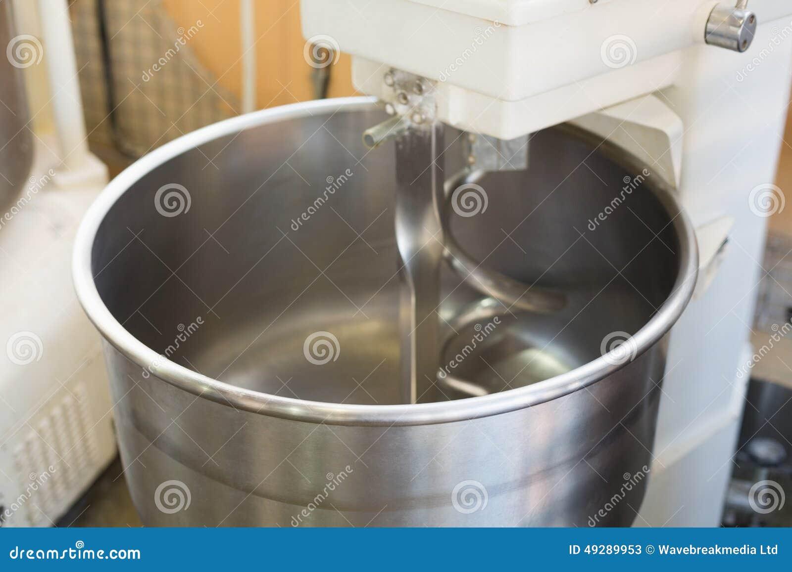 Automatische Mixer Keuken : Industriële mixer op teller stock afbeelding afbeelding