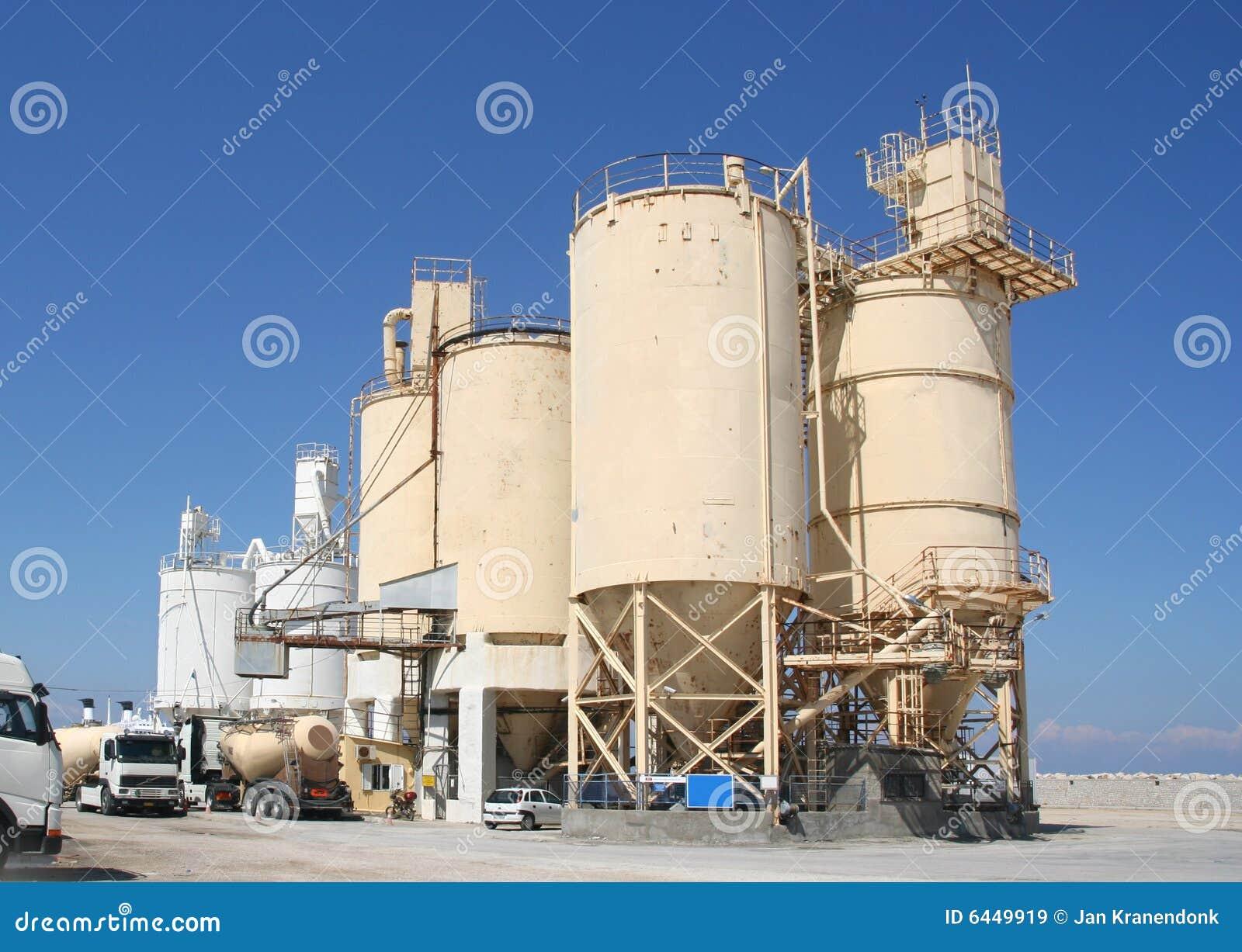 Industria del cemento imagen de archivo imagen de coches - Precio del cemento ...
