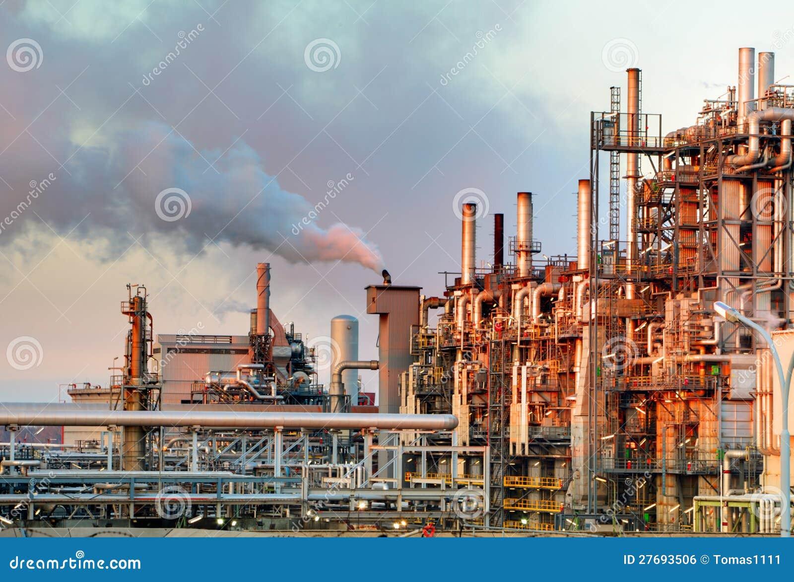 Industria del gas e del petrolio - raffineria a penombra