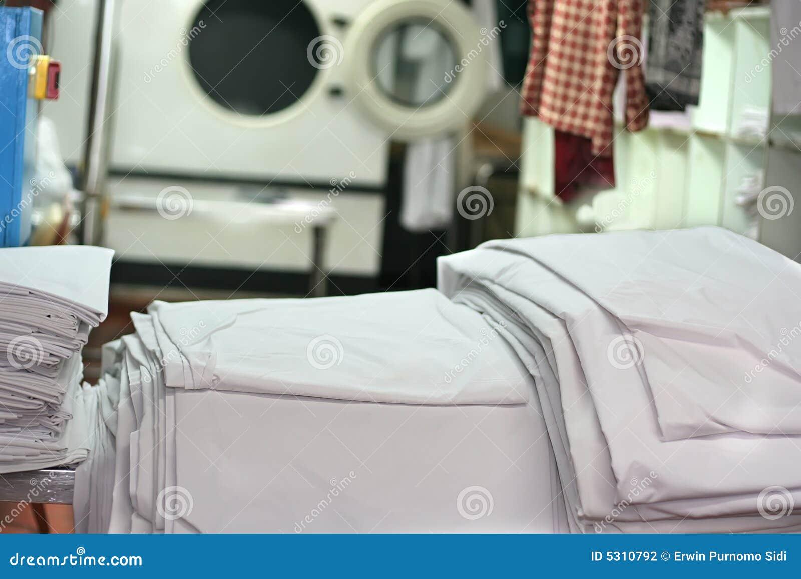 Download Industria della lavanderia fotografia stock. Immagine di tele - 5310792