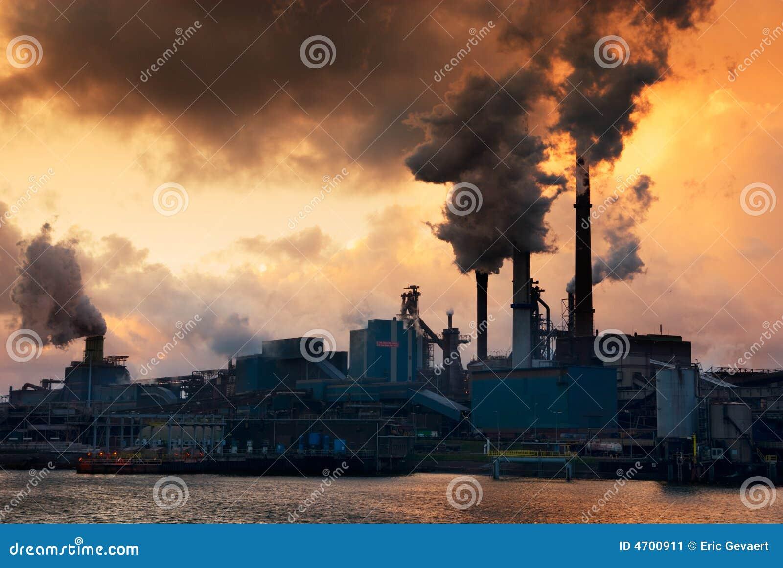 Industria y puesta del sol