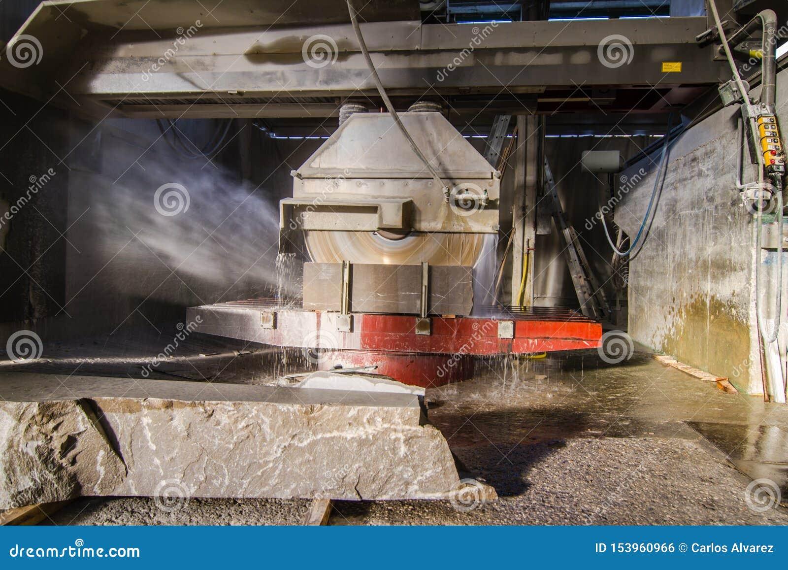 Industrially ciący kamień