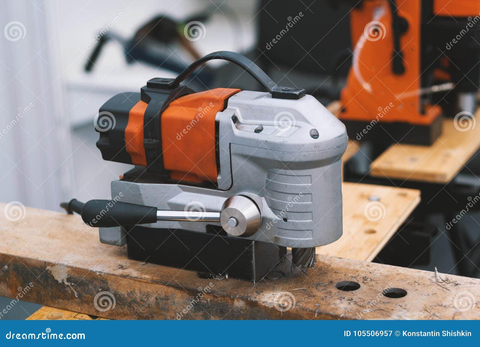 Industrieel hulpmiddel voor het werk in een woodshop - machinezaag