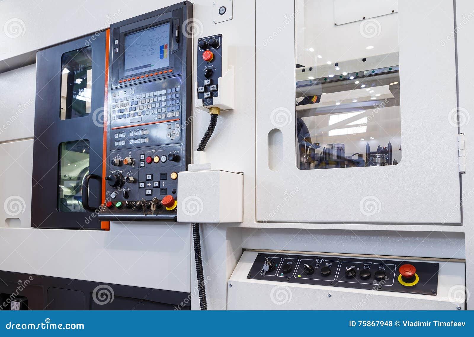 Industrieel materiaal van cnc het centrum van de malenmachine in de workshop van de hulpmiddelvervaardiging