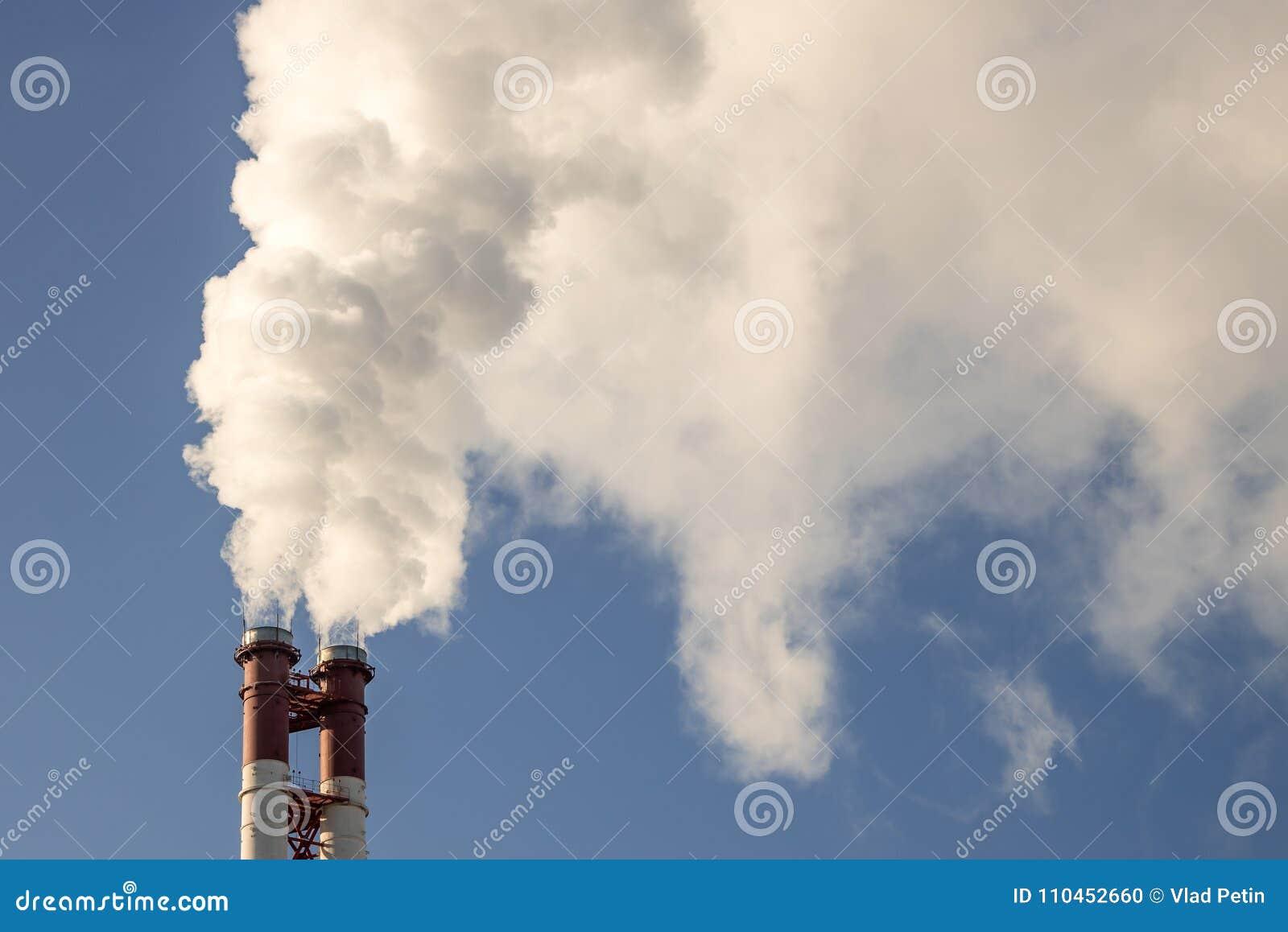 Industriell fabriksrörrök