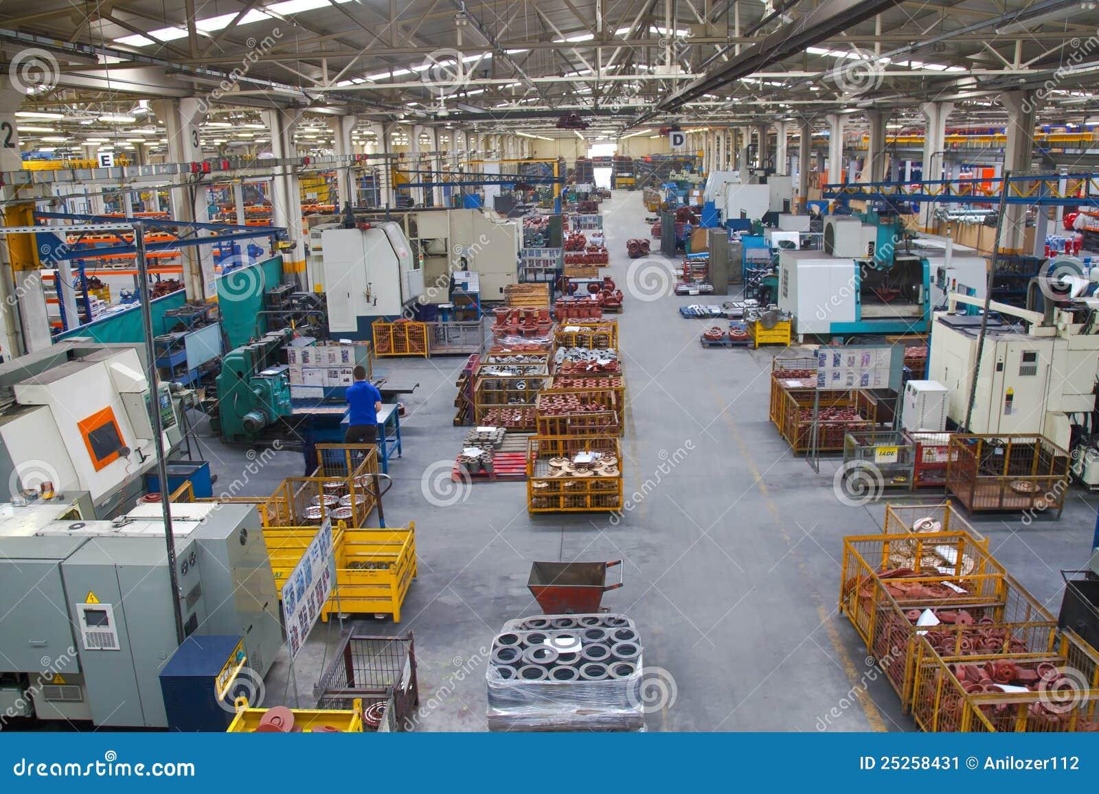 Industrieller Herstellungs-System-Fußboden in einer Fabrik