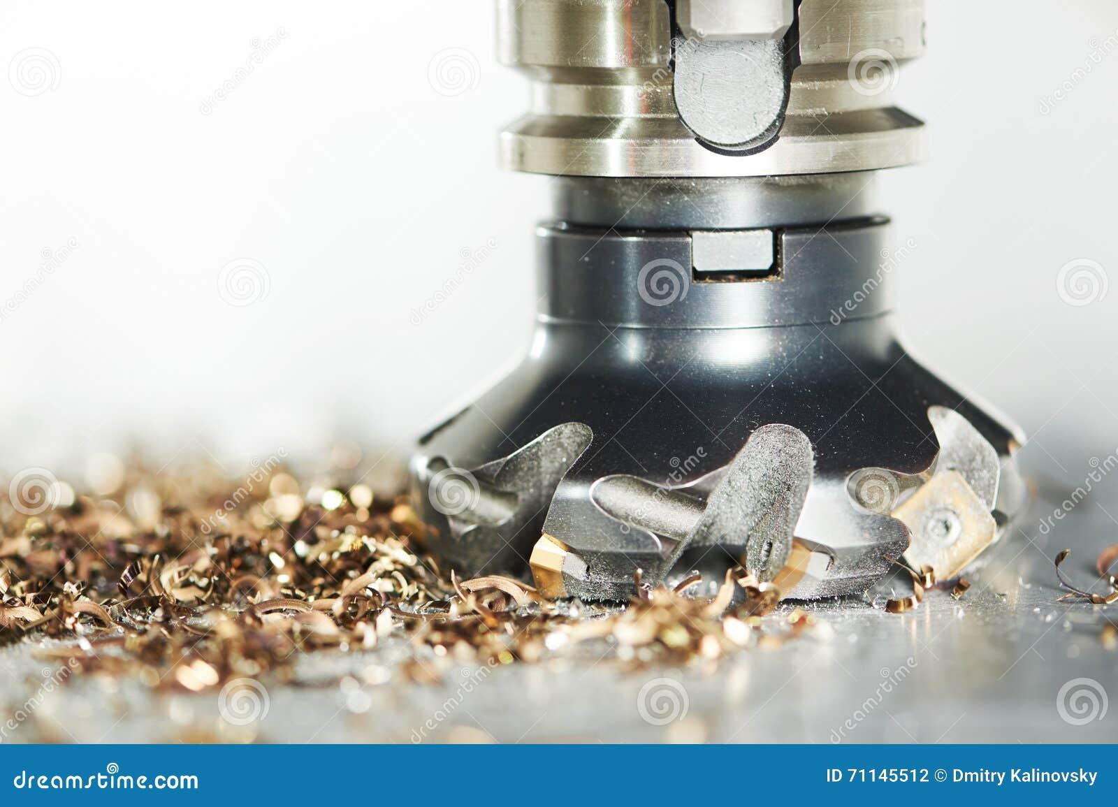 Industrieller Metallarbeitsschneidvorgang durch Fräser