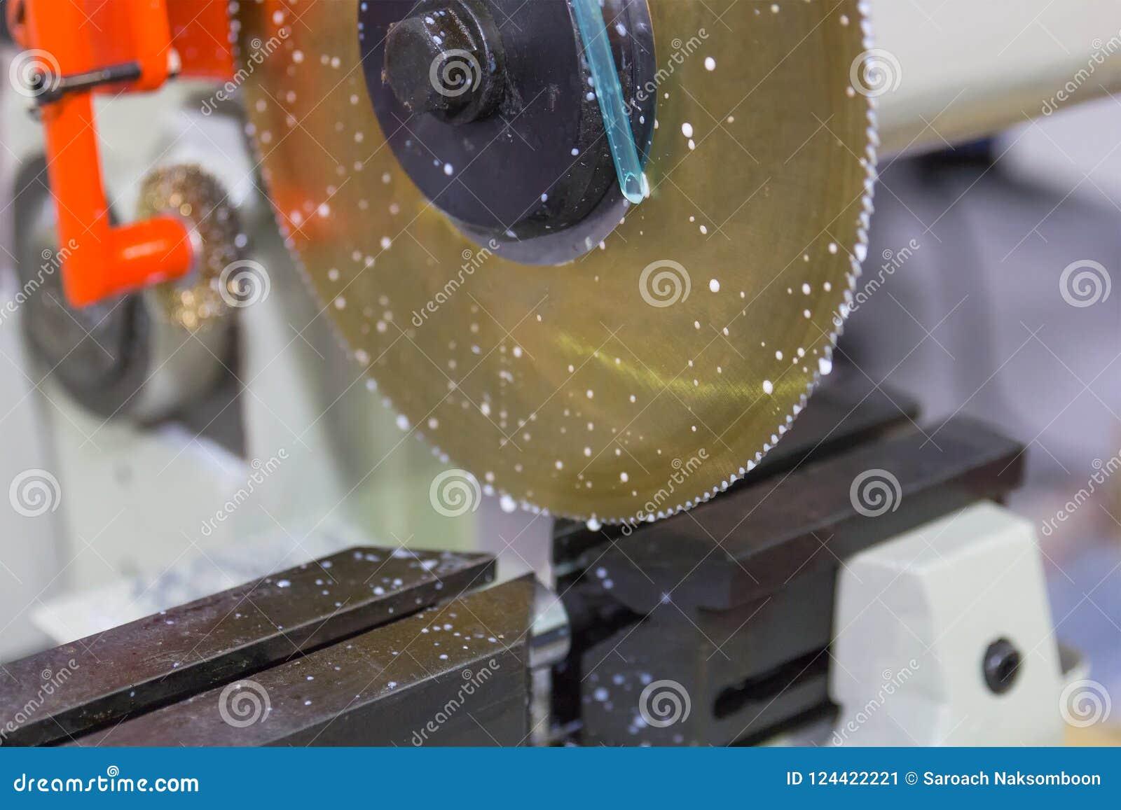 Industrielles Metallbearbeitungsschneidvorgang des freien Raumes