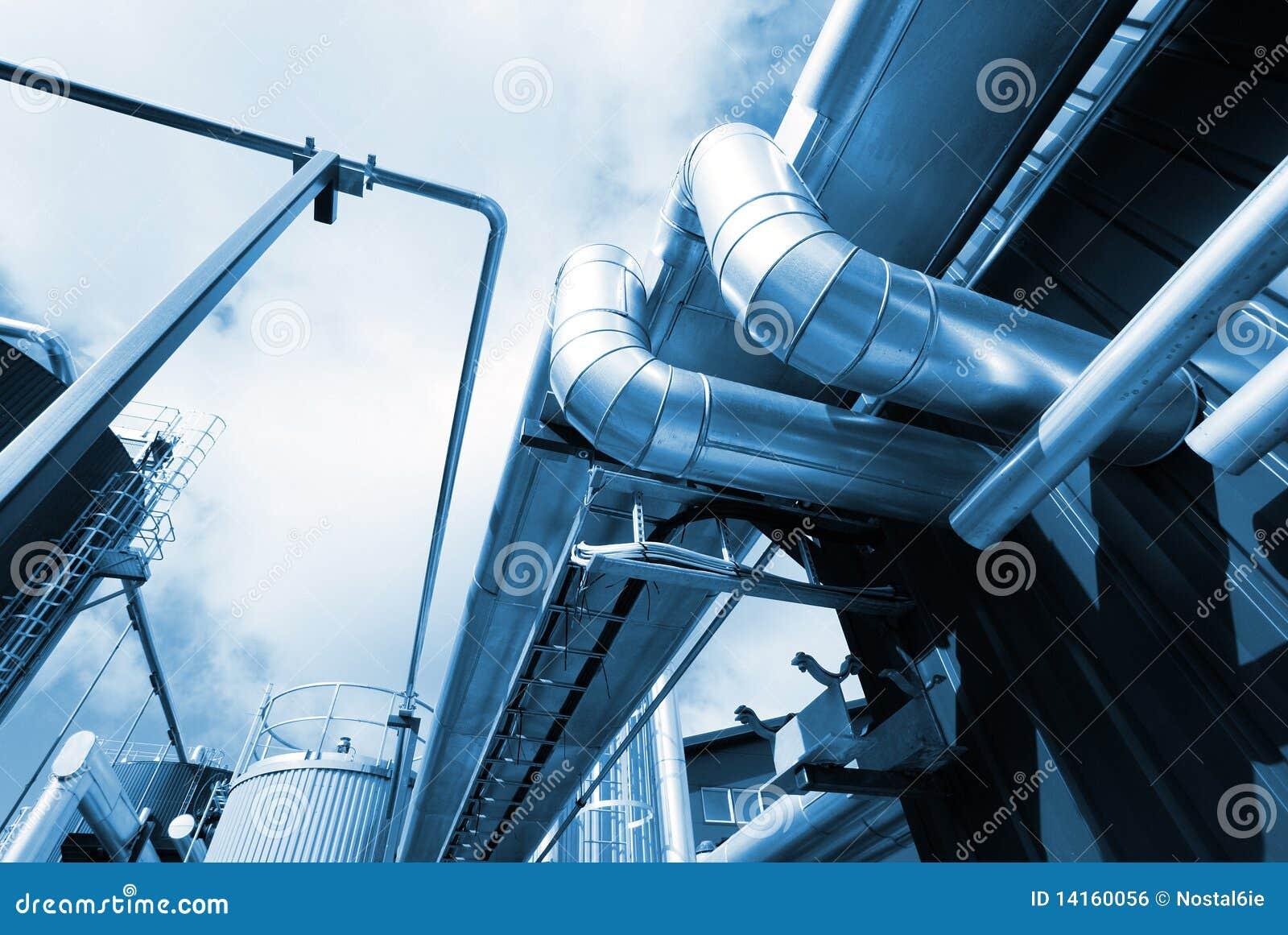 Industriestahlrohrleitungen an der Fabrik