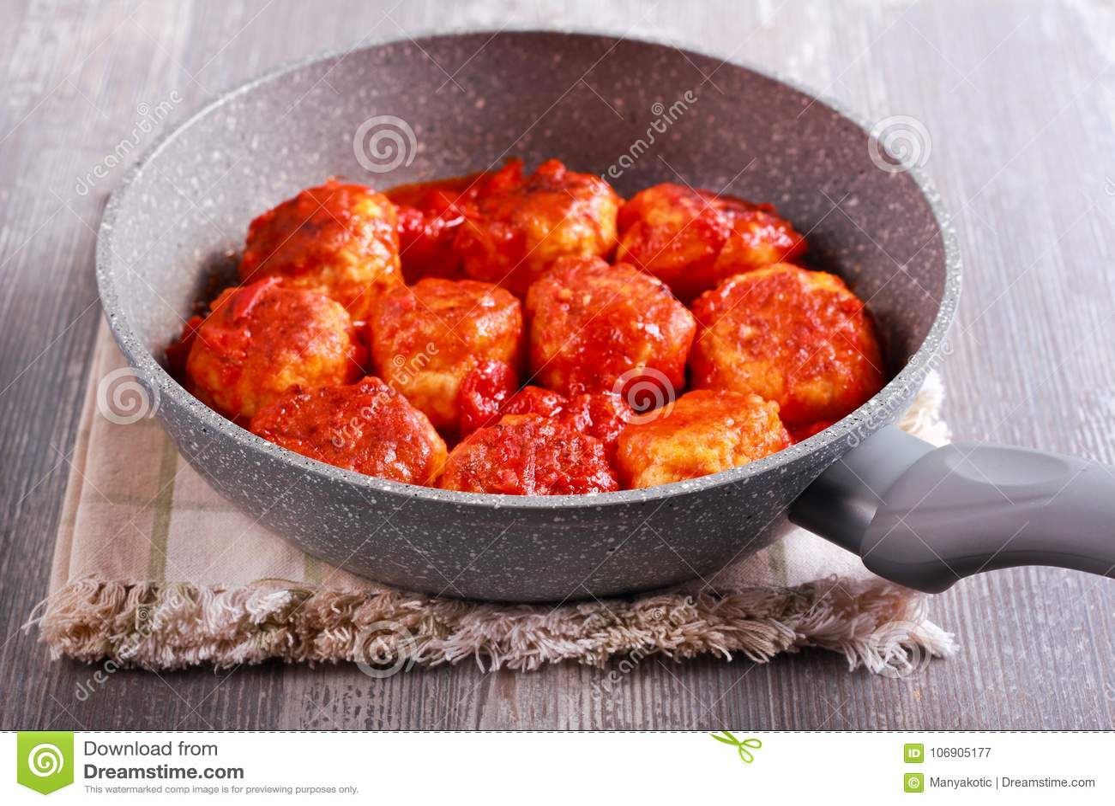 Indyczy klopsiki z pomidorowym kumberlandem
