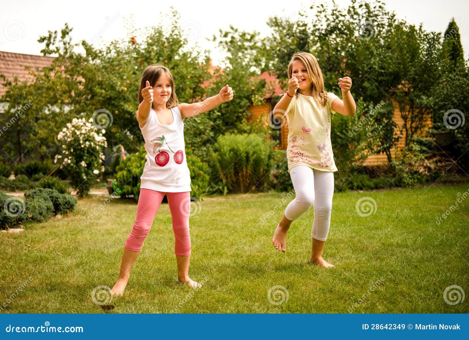 Infância feliz - crianças da dança
