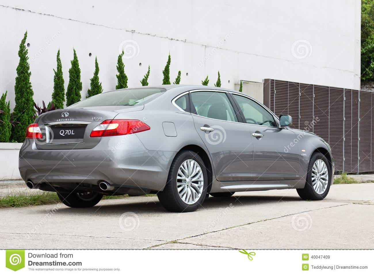 Infiniti Q70l Long Wheel Base Sedan Back View Editorial Stock
