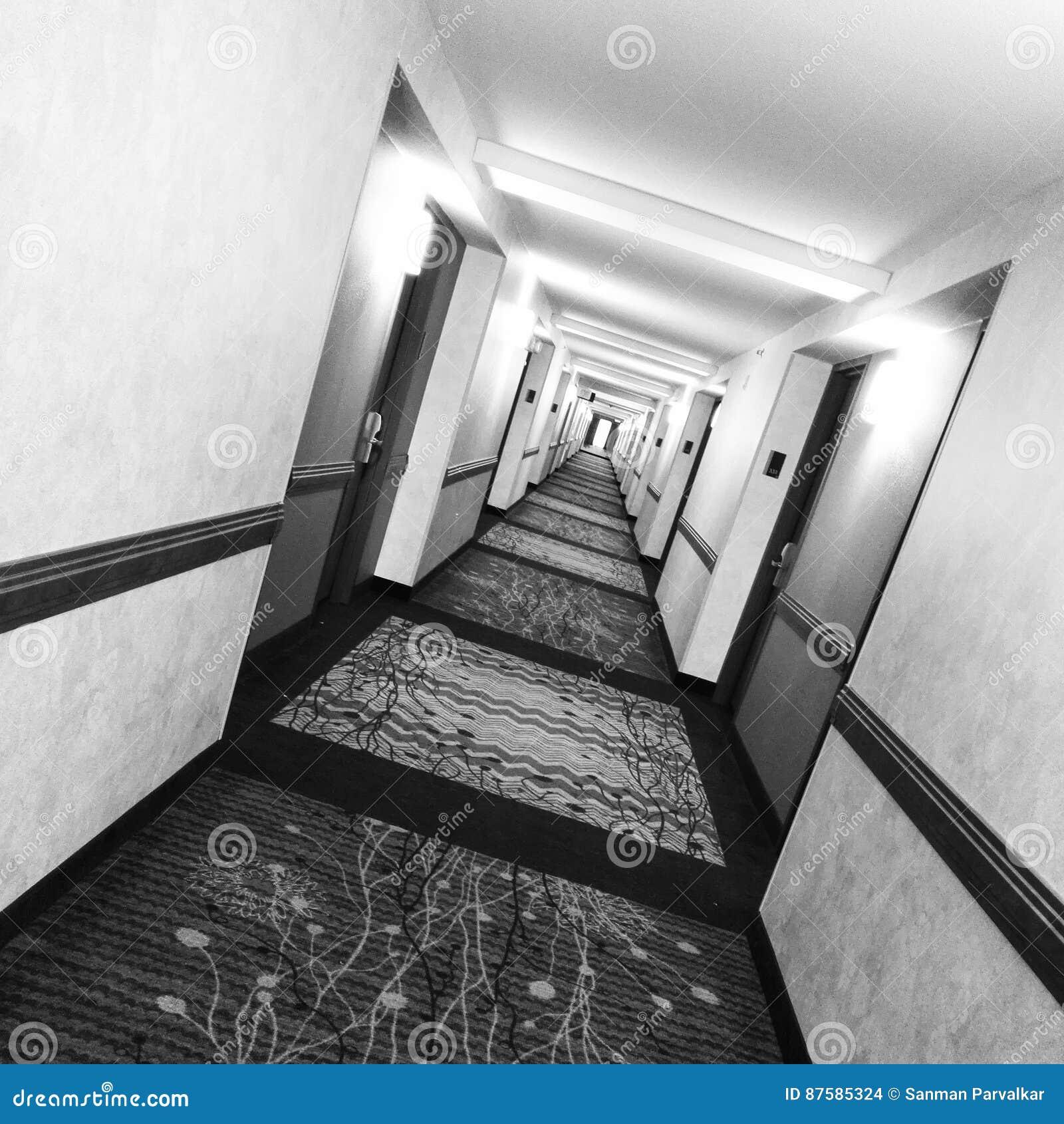 Infinity stock photo image of infinity infinite rooms 87585324 for Hilton garden inn woodlands tx