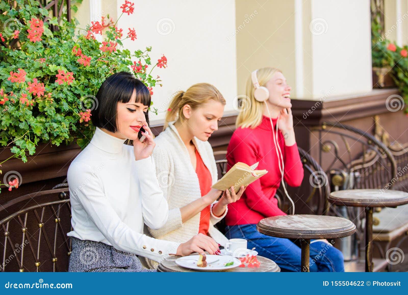 Informatiebron Vrouwelijke vrije tijd Het weekend ontspant en vrije tijd Verschillende Belangen Hobby en vrije tijd Groep vrij